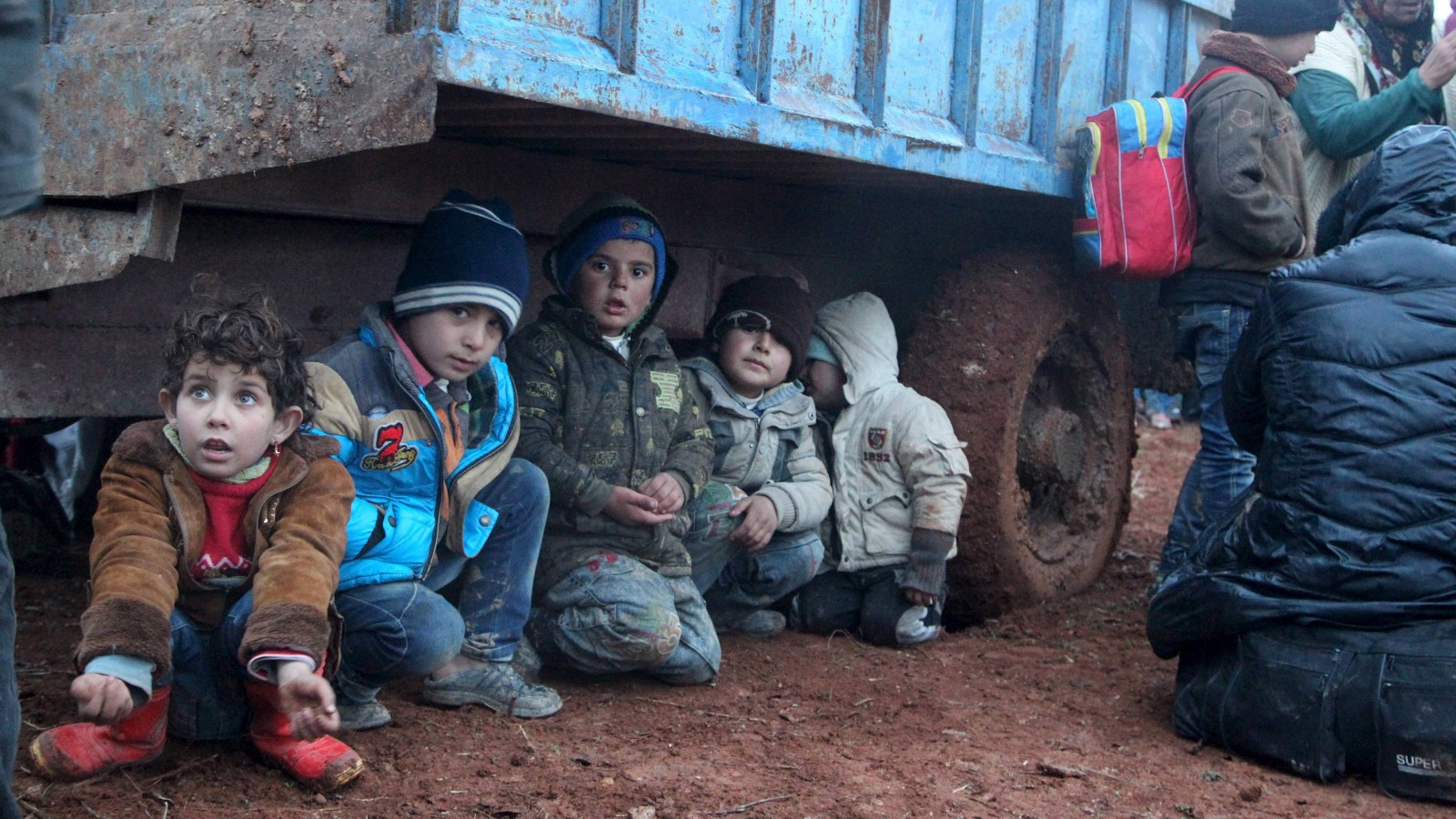 Displaced children, who fled with their families the violence from Islamic State-controlled area of al-Bab, wait as they are stuck in the Syrian village of Akda to cross into Turkey, January 23, 2016. Turkey's border guards prevented the displaced people from approaching their country's border, activists said. REUTERS/Abdalrhman Ismail       TPX IMAGES OF THE DAY      - RTX23Q1Q