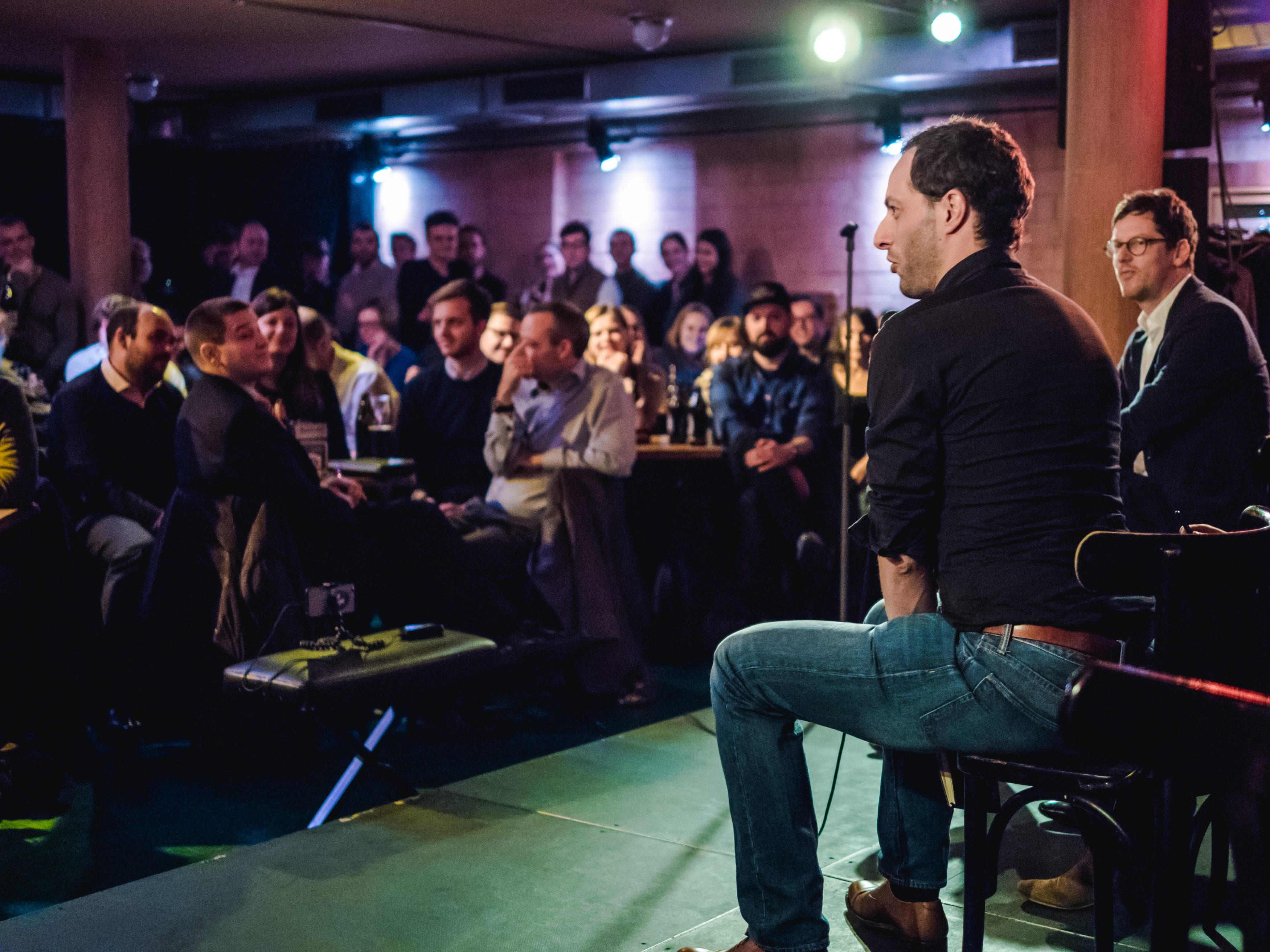 """Jon Worth speaks at a """"Brits, Brexit (and beer)"""" meeting in Berlin."""