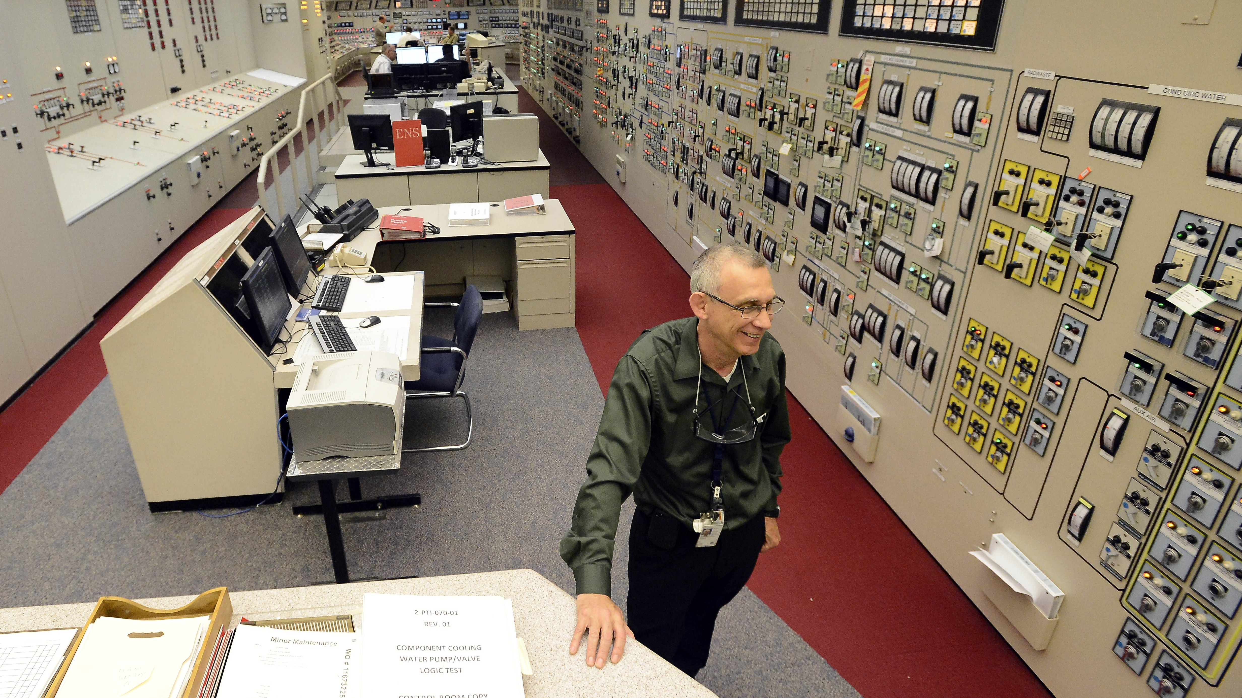 Tom Wallace, Unit 2 senior manager, works in the control room building for Unit 1 and Unit 2 at the Watts Bar Nuclear Plant near Spring City, Tenn.