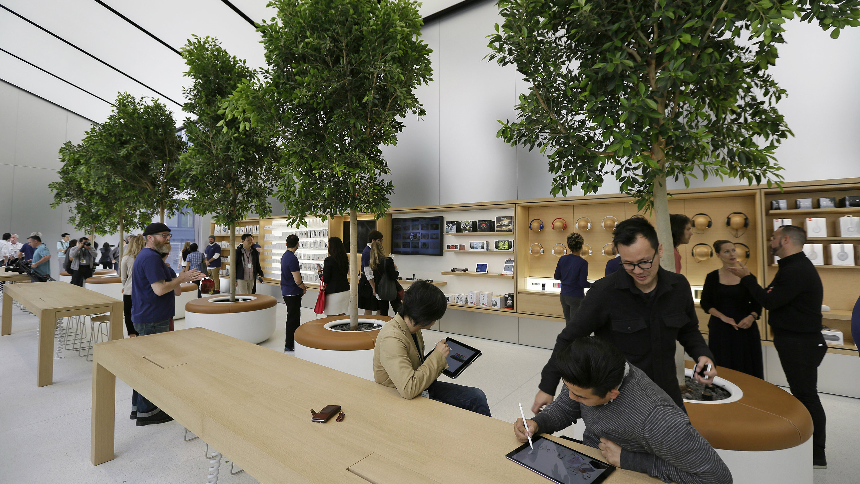 Apple S Aapl High End New San Francisco Store Is A Glimpse Into The Future Quartz
