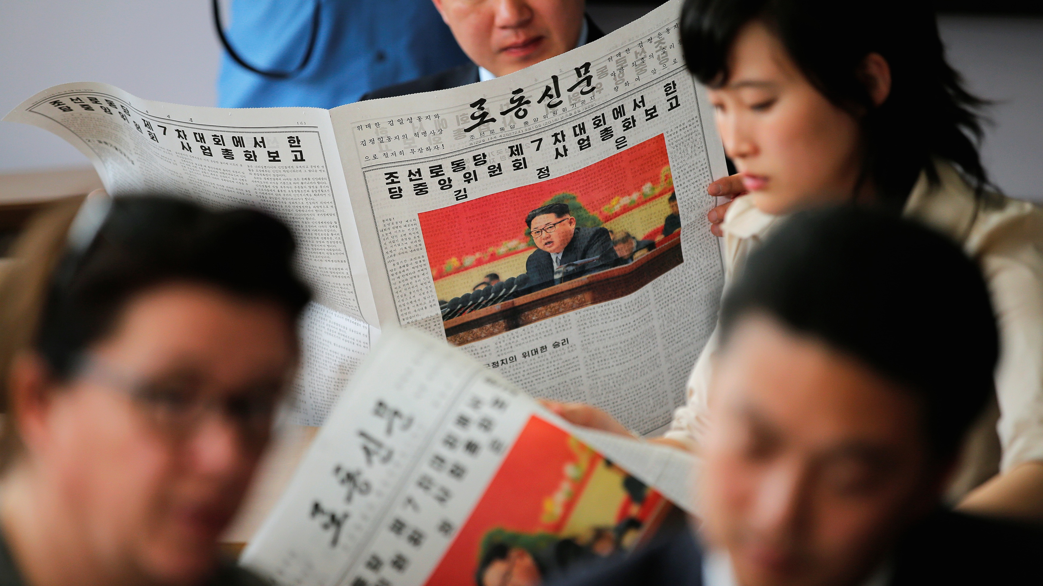 """DPRK Today calls on American citizens to vote for """"wise"""" Trump, not """"dull"""" Clinton."""