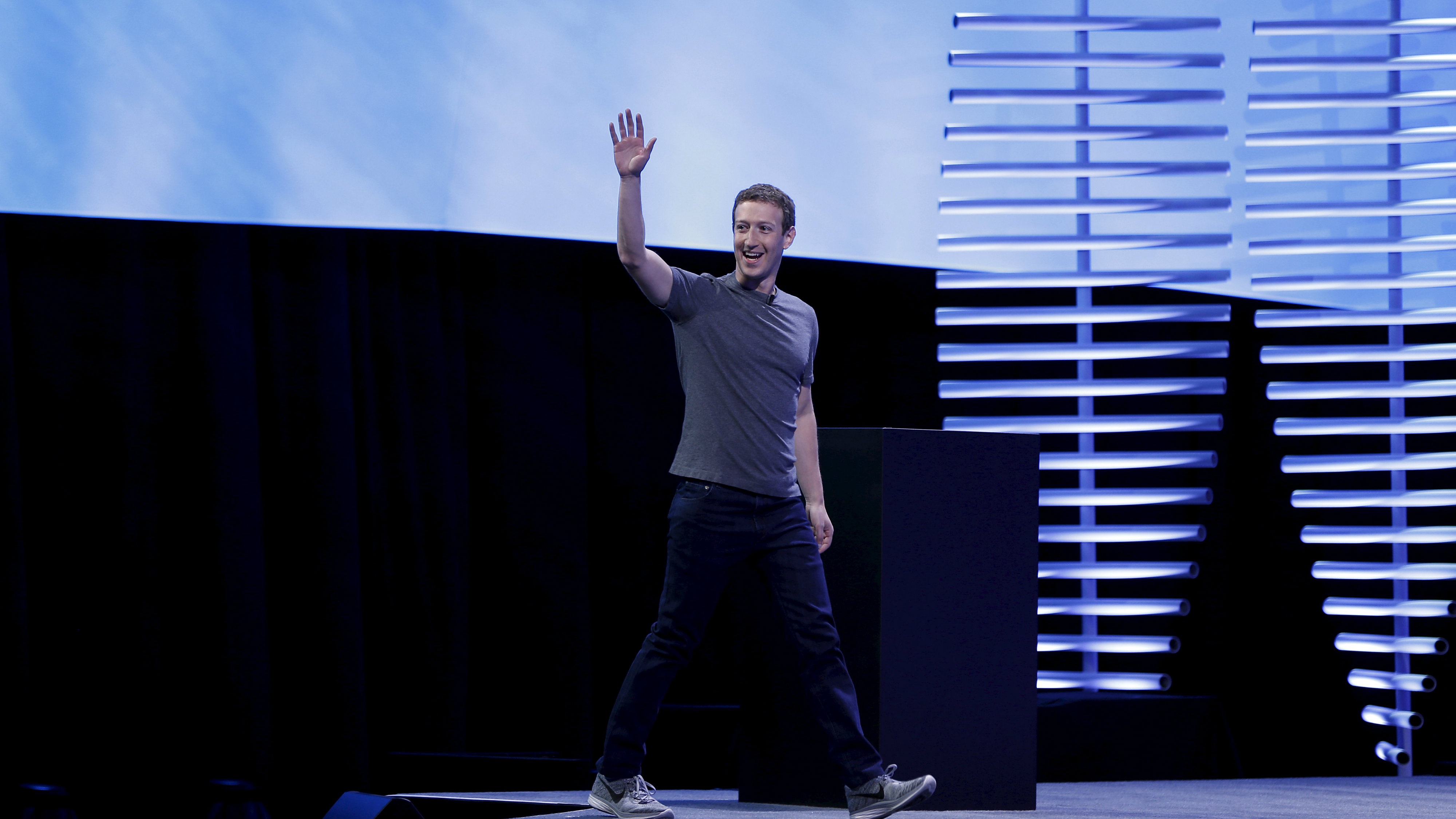 Facebook CEO Mark Zuckerberg waves as he arrive for his keynote during the Facebook F8 conference in San Francisco, California April 12, 2016.