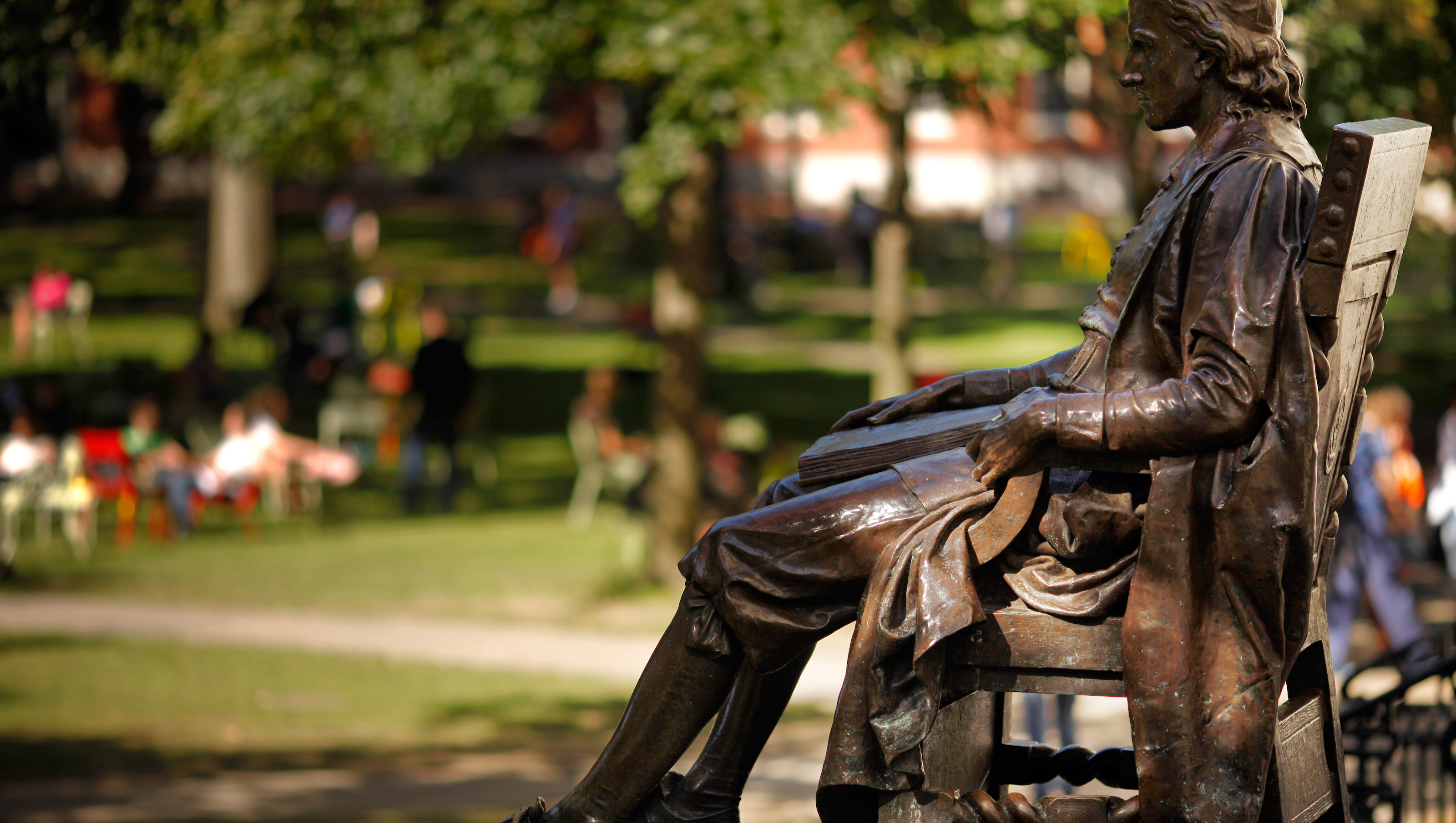 The statue of John Harvard sits in Harvard Yard at Harvard University in Cambridge, Massachusetts September 21, 2009.  John Harvard was the college's first benefactor who upon his death in 1638 left half his estate to the institution established in 1636.   REUTERS/Brian Snyder    (UNITED STATES) - RTR285OE