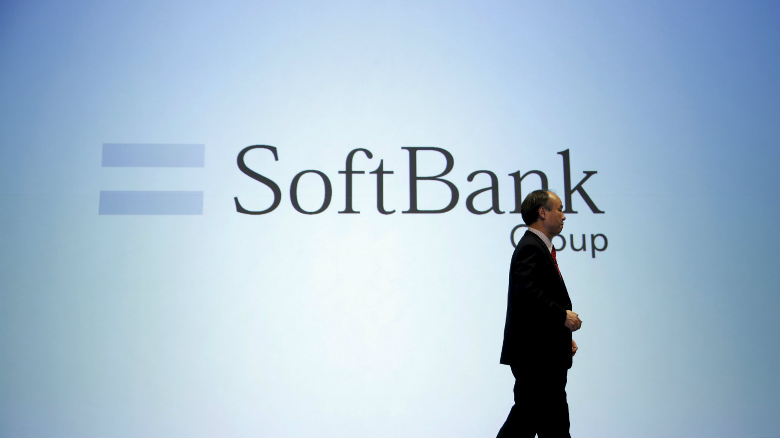 SoftBank Group Corp Chairman and CEO Masayoshi Son attends a news conference in Tokyo, Japan, November 4, 2015. SoftBank Group's second-quarter operating profit rose 39 percent on cost cuts and some improvement at its struggling U.S. unit Sprint Corp.