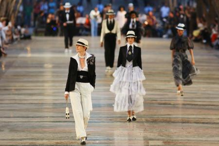 Models present creations by German designer Karl Lagerfeld as part of his latest inter-seasonal Cruise collection for fashion house Chanel at the Paseo del Prado street in Havana, Cuba, May 3, 2016. REUTERS/Alexandre Meneghini - RTX2CPX8