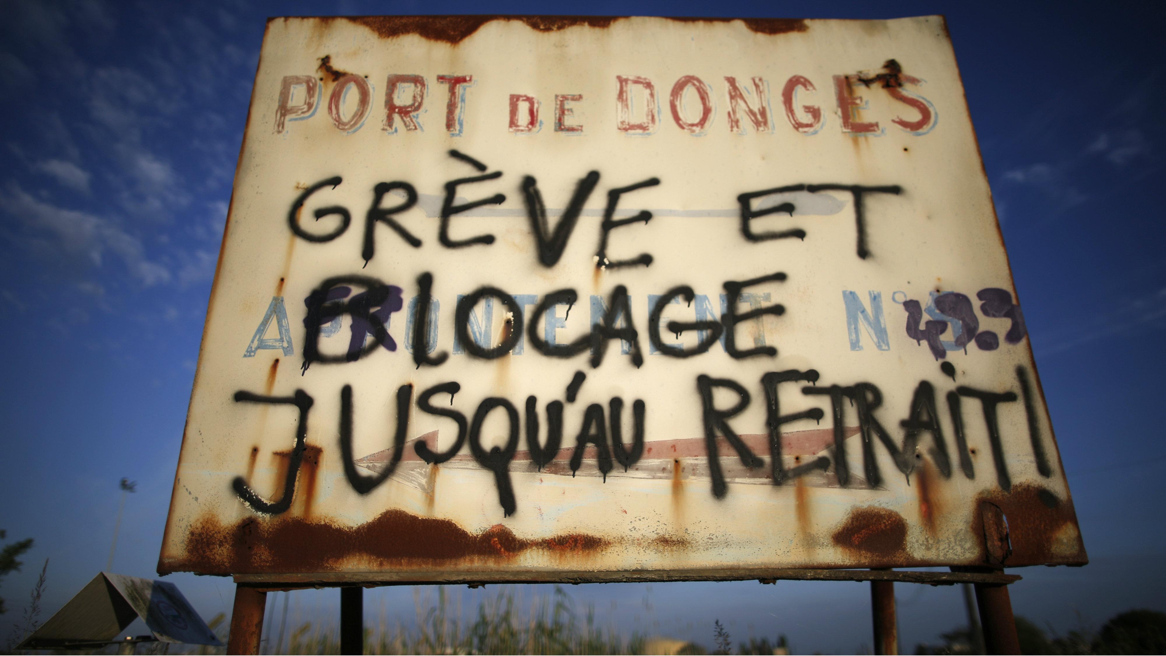 """""""Strike and blockade until withdrawal!"""""""