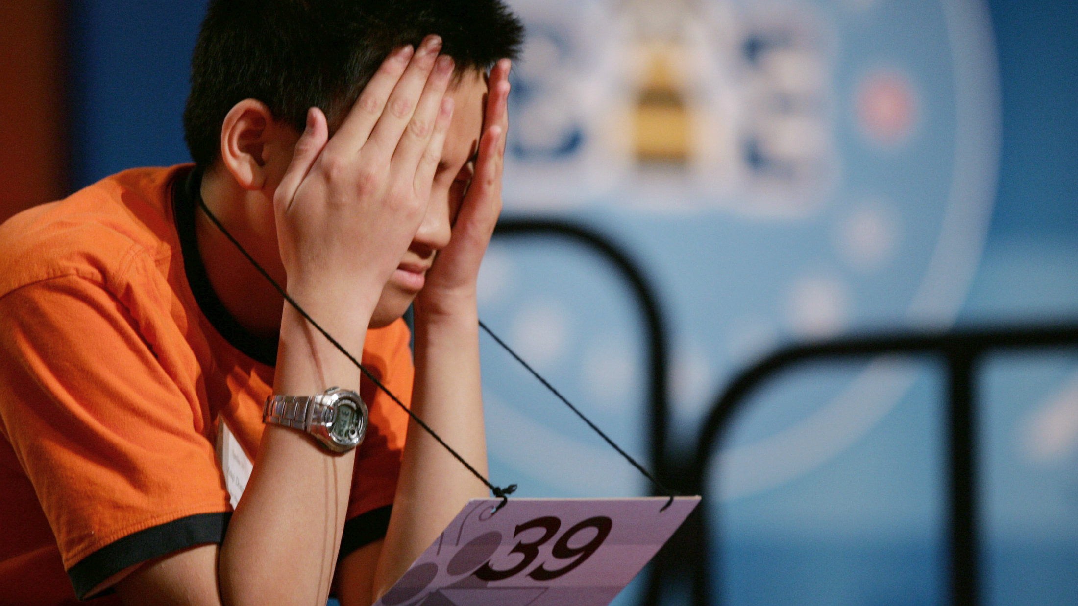 Scripps National Spelling Bee: Competitor Anqi Dong, of Saskatoon, Saskatchewan,Canada, waits for his turn during the quarter-finals of the 2008 Scripps National Spelling Bee in Washington May 29, 2008. REUTERS/Molly Riley (UNITED STATES)