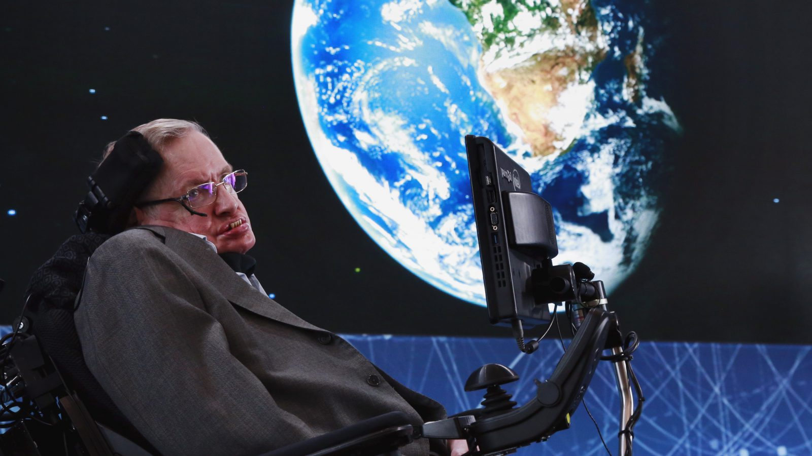 Physicist Stephen Hawking sits on stage during an announcement of the Breakthrough Starshot initiative with investor Yuri Milner in New York April 12, 2016. REUTERS/Lucas Jackson      TPX IMAGES OF THE DAY      - RTX29N6M