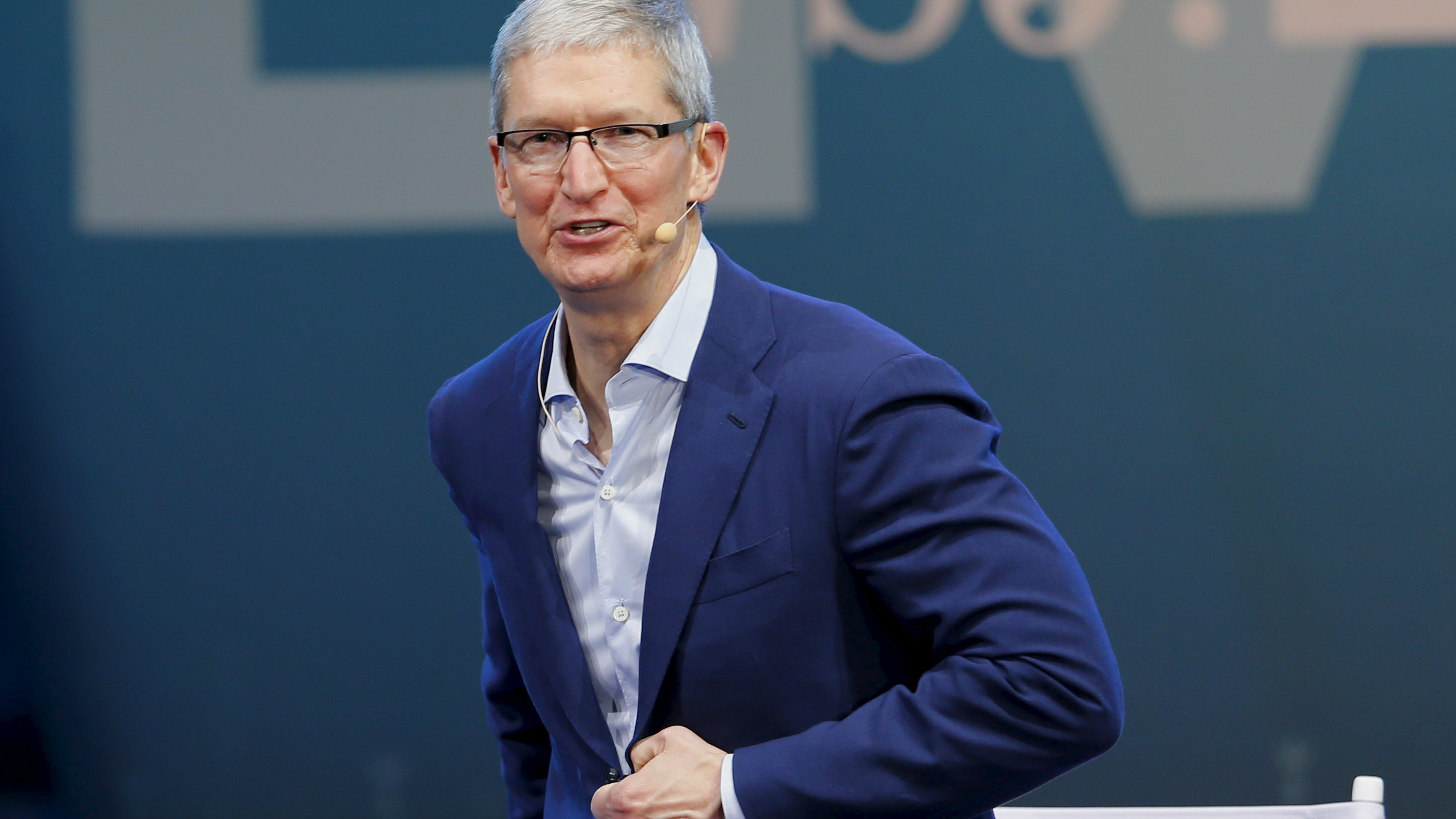 Apple CEO Tim Cook speaks during the Wall Street Journal Digital Live ( WSJDLive ) conference at the Montage hotline Laguna Beach, California October 19, 2015. REUTERS/Mike Blake