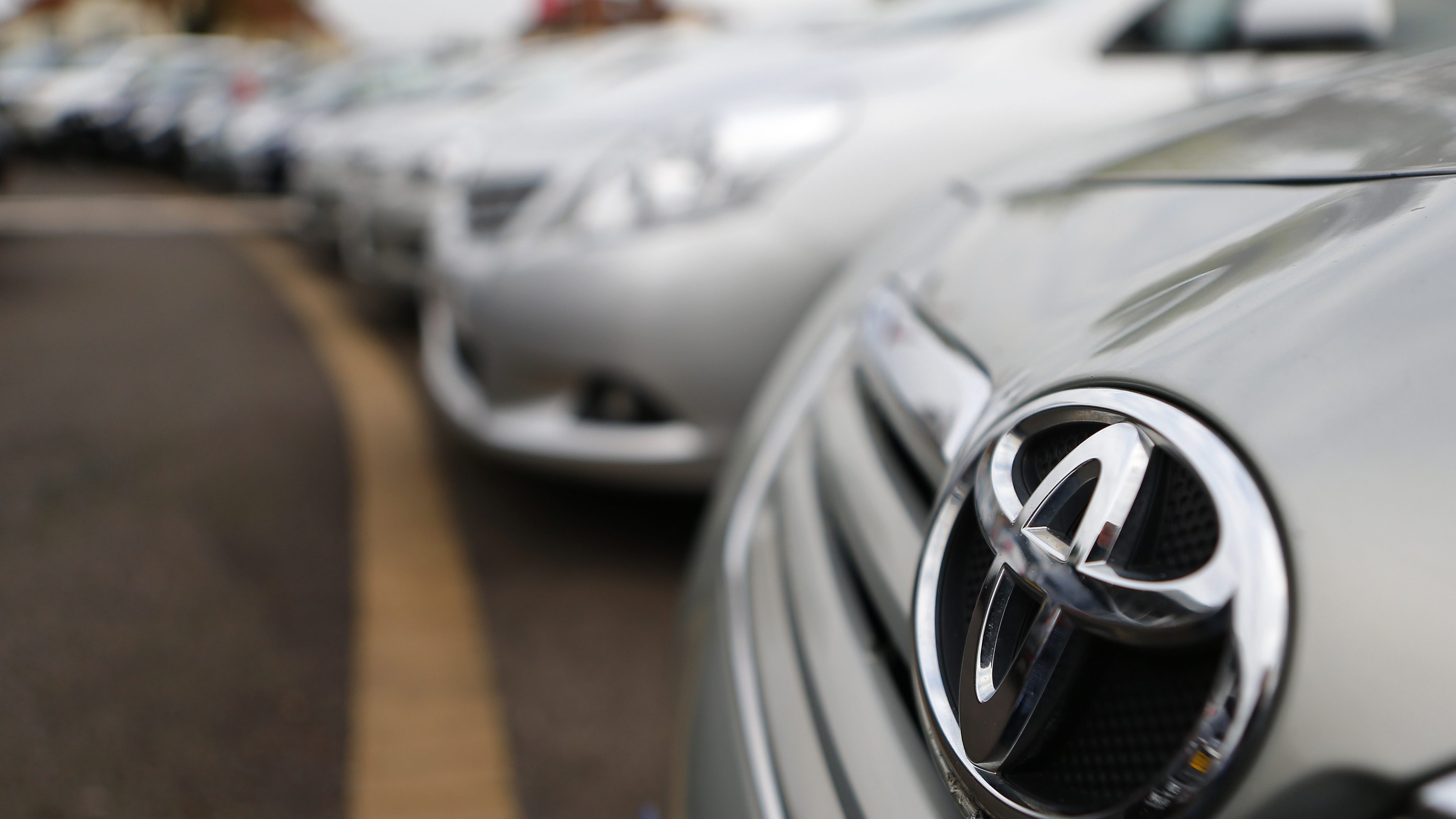 Toyota cars are lined up for sale on the forecourt of a Toyota dealer in Purley, south London, October 10, 2012. Toyota Motor Corp said it would recall more than 7.4 million vehicles worldwide as a faulty power window switch was a potential fire hazard, the latest in a series of setbacks that have dented the reputation of Japan's biggest automaker.  REUTERS/Andrew Winning (BRITAIN - Tags: TRANSPORT BUSINESS) - RTR38ZR0