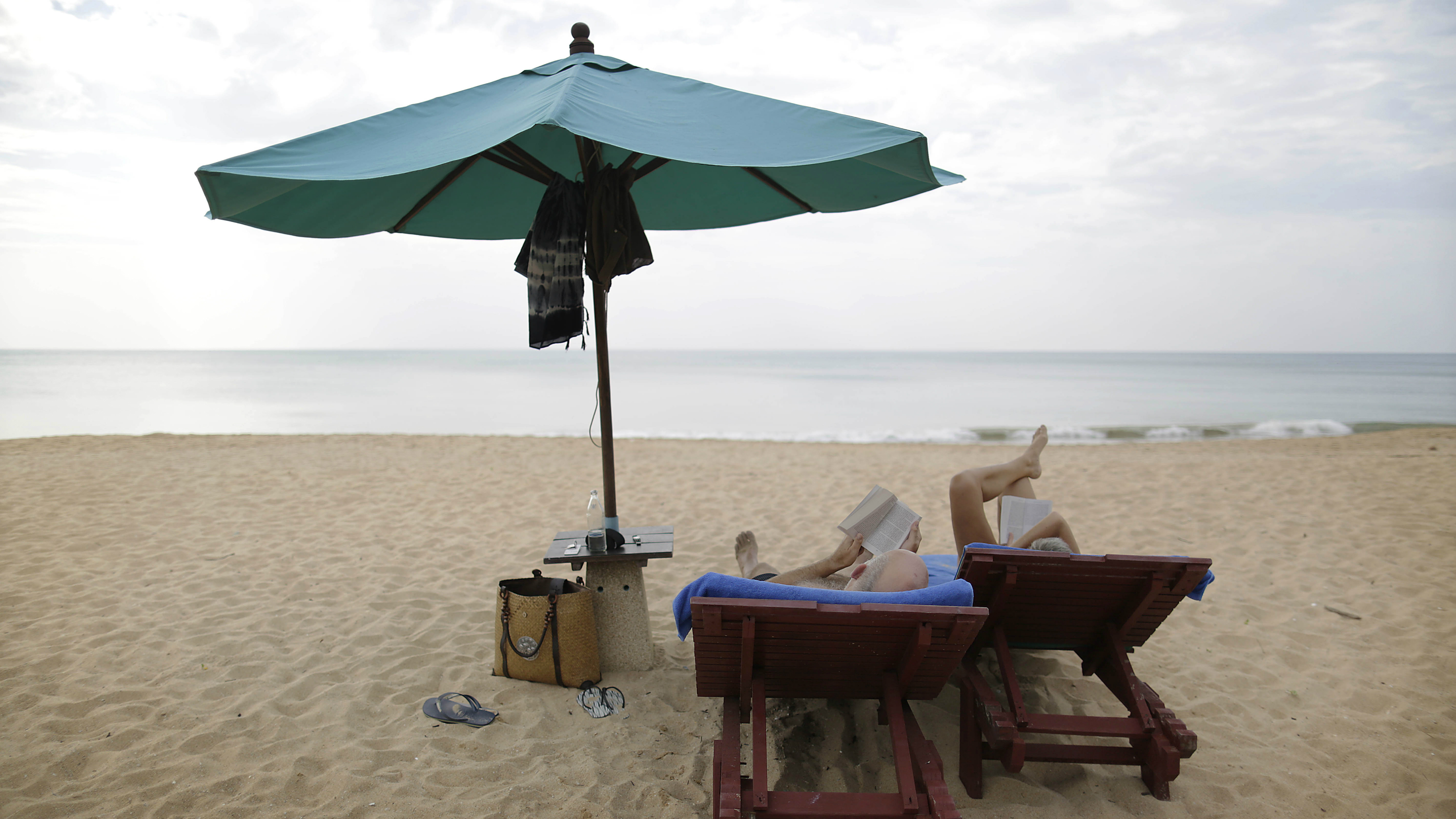Summer books: the psychology behind a perfect beach read