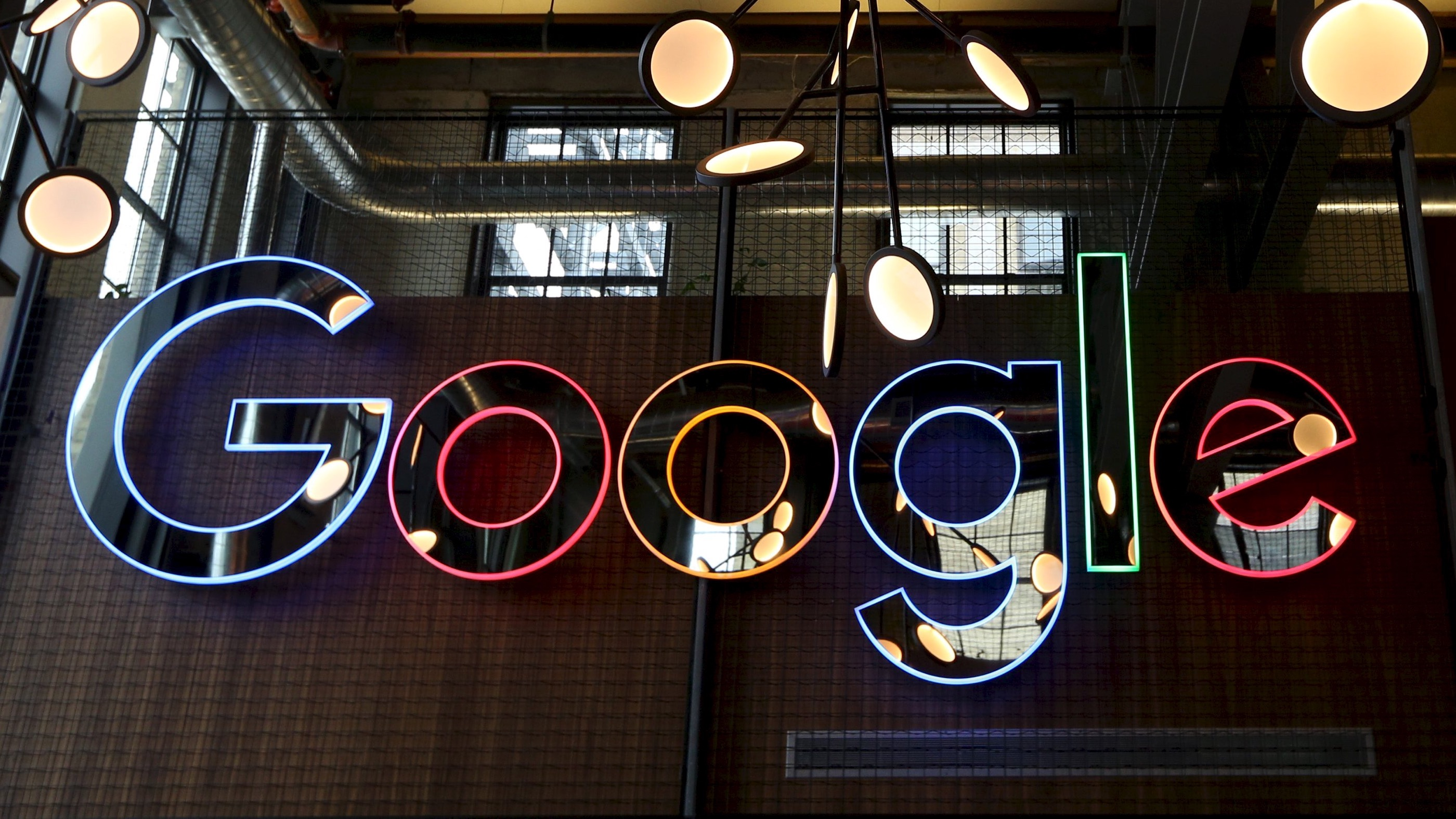 A neon Google sign is seen in the foyer of Google's new Canadian engineering headquarters in Kitchener-Waterloo, Ontario, January 14, 2016.   REUTERS/Peter Power/File Photo - RTX2ATAS