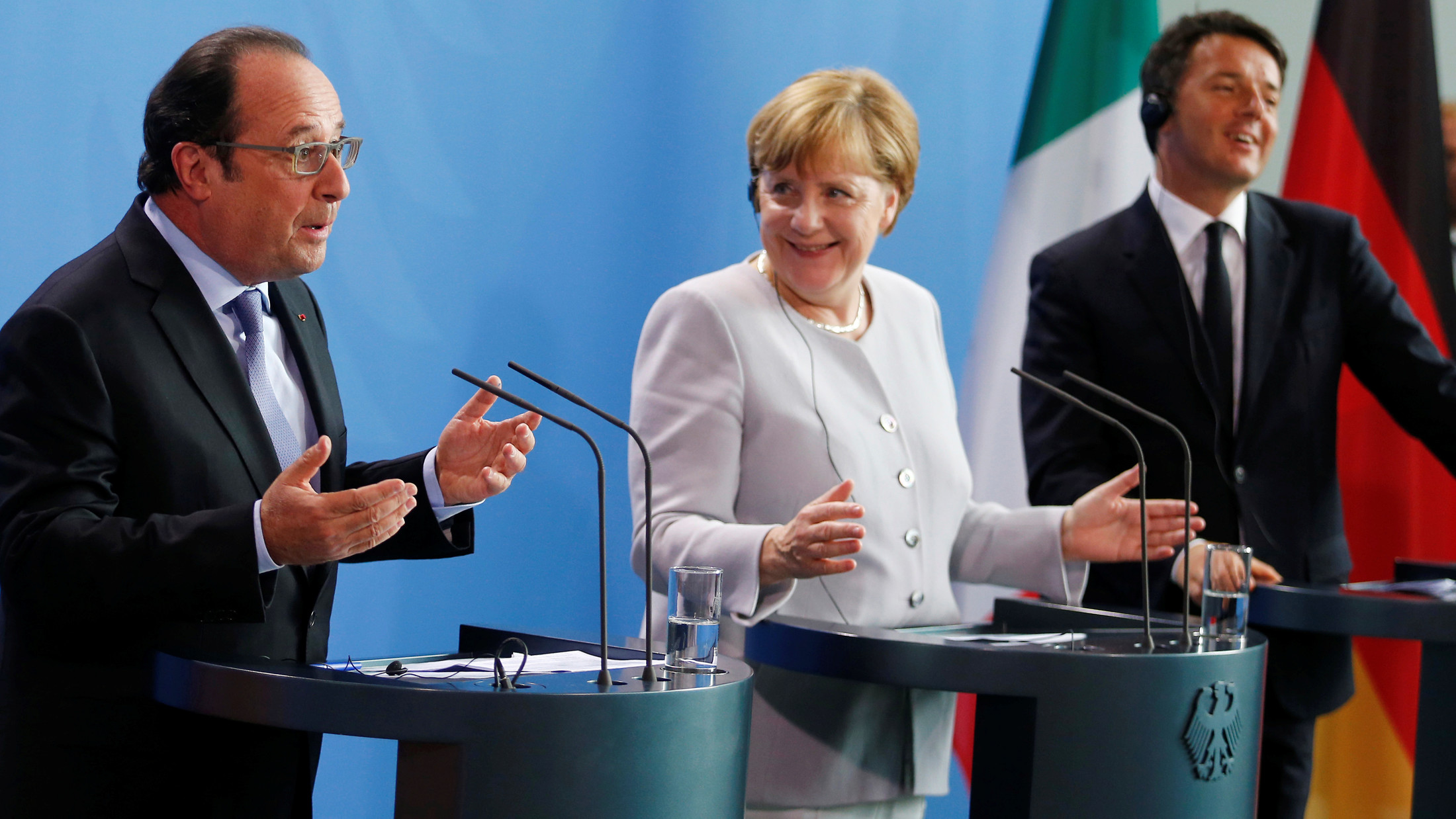 German Chancellor Angela Merkel (C), French President Francois Hollande (L) and Italian Prime Minister Matteo Renzi attend a news conference at the chancellery during discussions on the outcome of the Brexit in Berlin, Germany, June 27, 2016