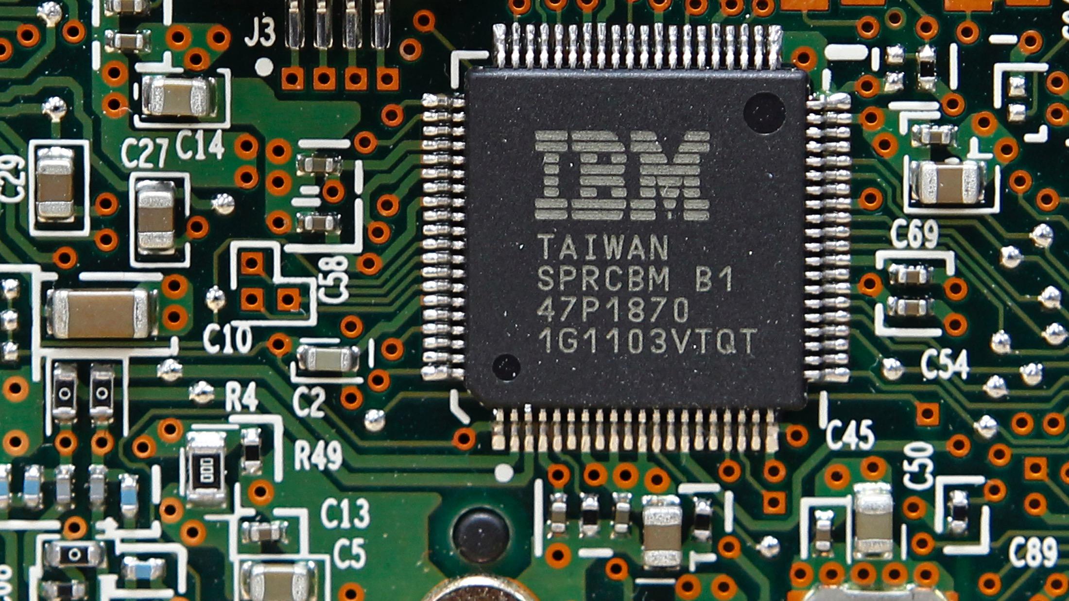 An IBM Central Processor Unit (CPU) is seen on a Hard Disk Drive (HDD) controller in Kiev, March 5, 2012.   REUTERS/Gleb Garanich (UKRAINE  - Tags: BUSINESS) - RTR2YWSZ