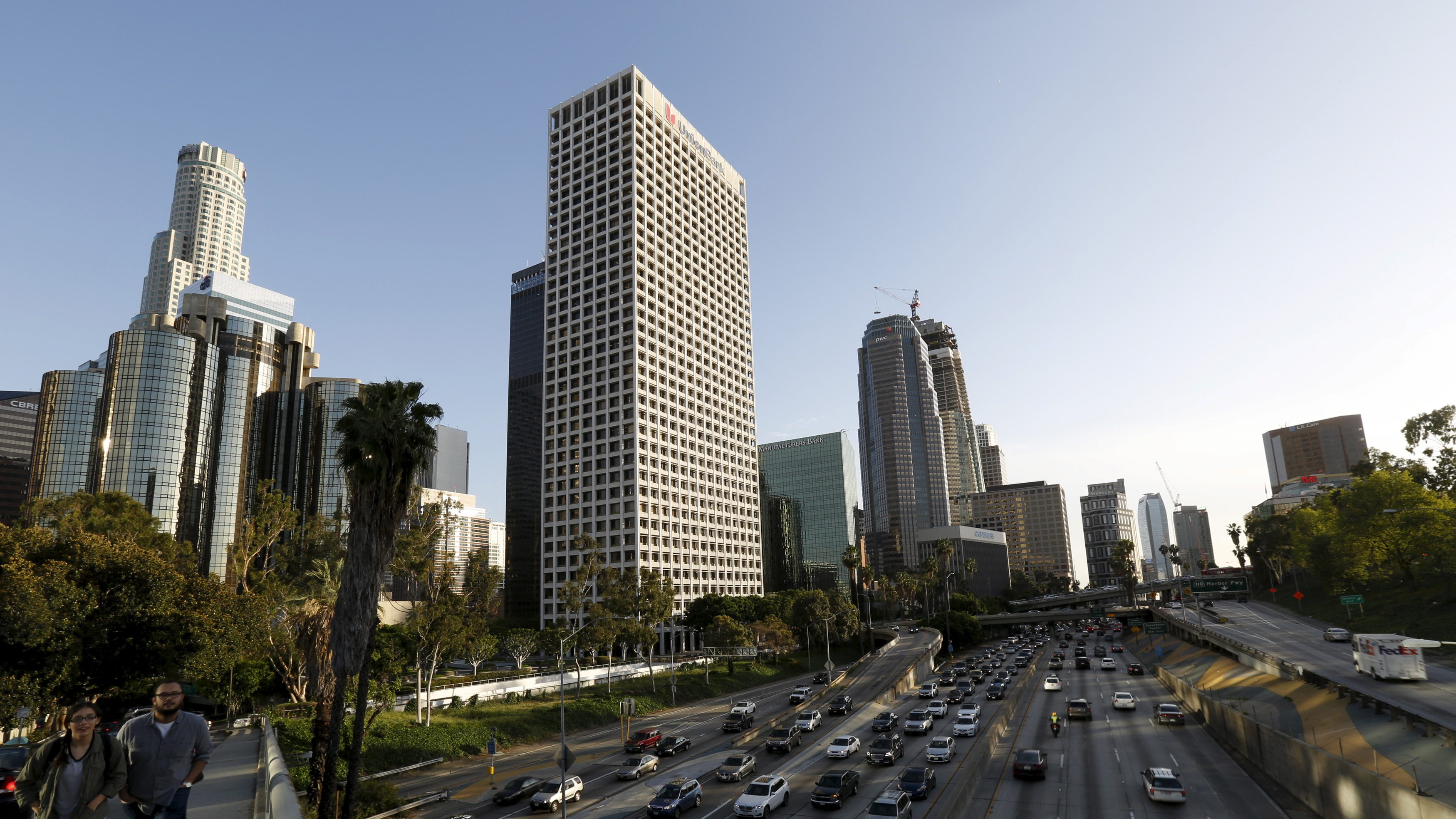 A general view of the Downtown skyline with the 110 Freeway in the foreground in Los Angeles, California March 30, 2016.    REUTERS/Mario Anzuoni - RTSCXG9