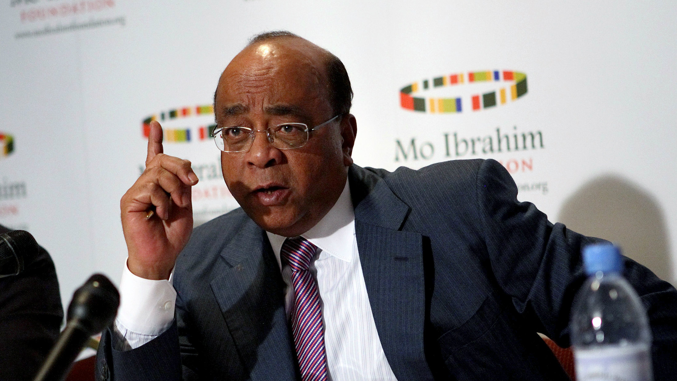 Sudanese-born telecommunications entrepreneur Mo Ibrahim addresses participants during the launch of the 2008 Ibrahim Index of African Governance in Addis Ababa, October 6, 2008.