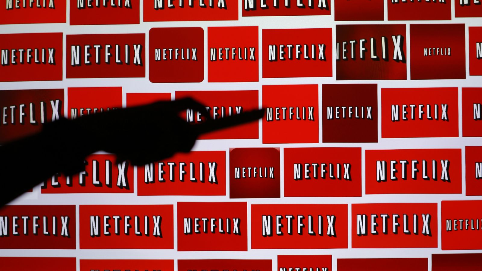 The Netflix logo is shown in this illustration photograph in Encinitas, California October 14, 2014. Netflix Inc shares were down 3.1 percent at $435.28 after the announcement. The streaming video company will announced its quarterly results later on October 15. Picture taken October 14, 2014. REUTERS/Mike Blake (UNITED STATES - Tags: ENTERTAINMENT MEDIA BUSINESS LOGO)