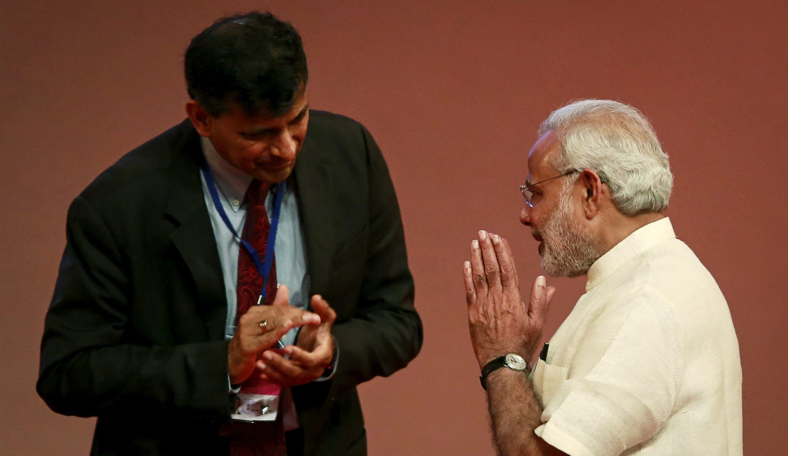 India's Prime Minister Narendra Modi gestures to Reserve Bank of India (RBI) Governor Raghuram Rajan at an event on financial inclusion in Mumbai April 2, 2015.
