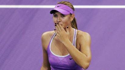 Maria Sharapova of Russia blows kisses as she celebrates her victory over Kim Clijsters of Belgium after their WTA Championships tennis tournament match in Madrid November 8, 2006. REUTERS/Susana Vera