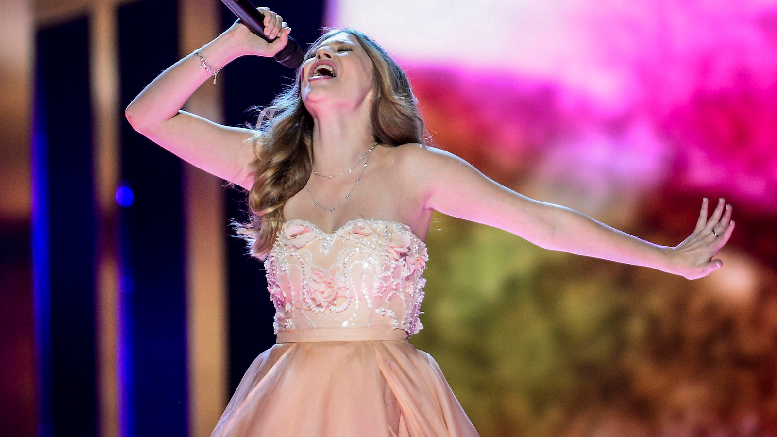 """Zoe representing Austria performs with the song """"Loin d'ici"""" during the Eurovision Song Contest final at the Ericsson Globe Arena in Stockholm, Sweden, May 14, 2016. TT News Agency/Maja Suslin/via REUTERS ?ATTENTION EDITORS - THIS IMAGE WAS PROVIDED BY A THIRD PARTY. FOR EDITORIAL USE ONLY. SWEDEN OUT. NO COMMERCIAL OR EDITORIAL SALES IN SWEDEN. - RTSEBGP"""