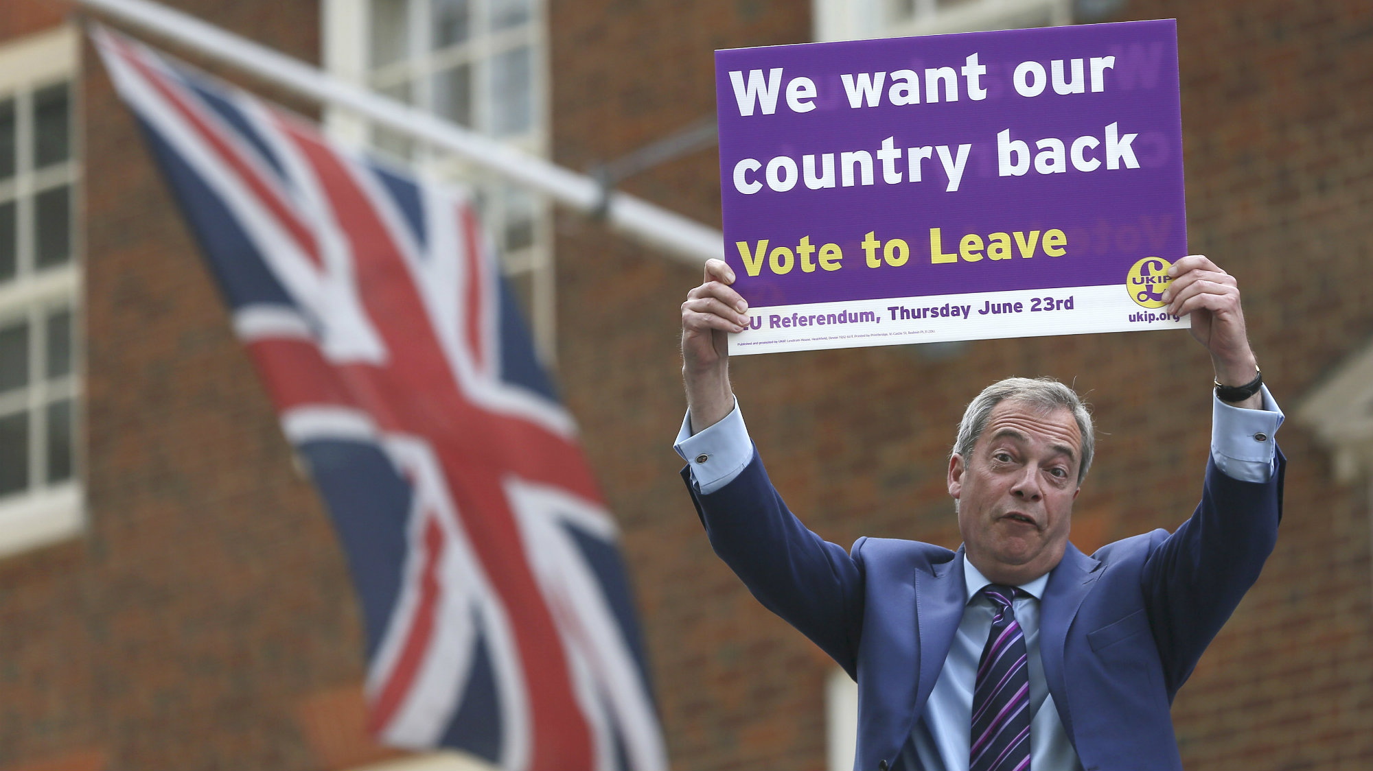 2016Leader of the United Kingdom Independence Party Nigel Farage holds a placard as he launches his party's EU referendum tour bus in London, Britain May 20, 2016.