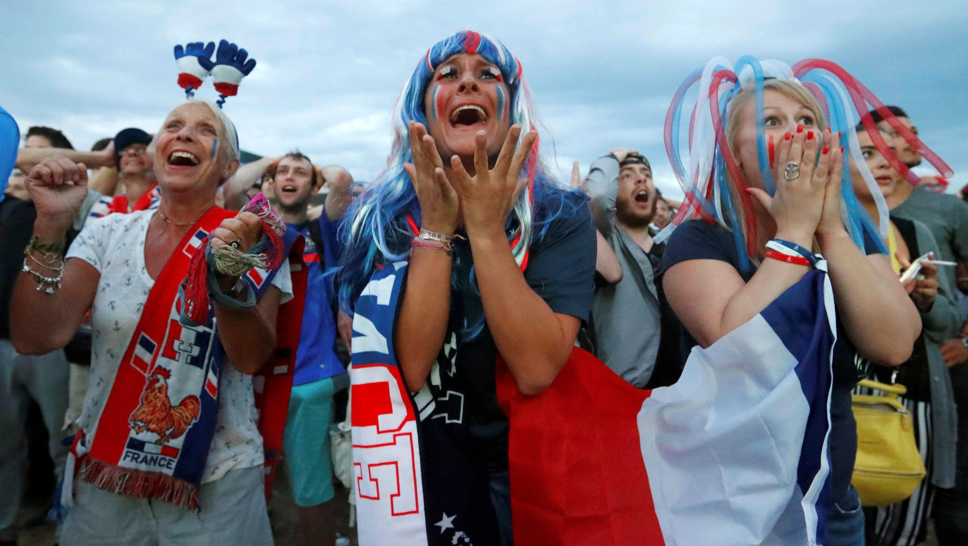Allez la France! (Reuters/Yves Herman)