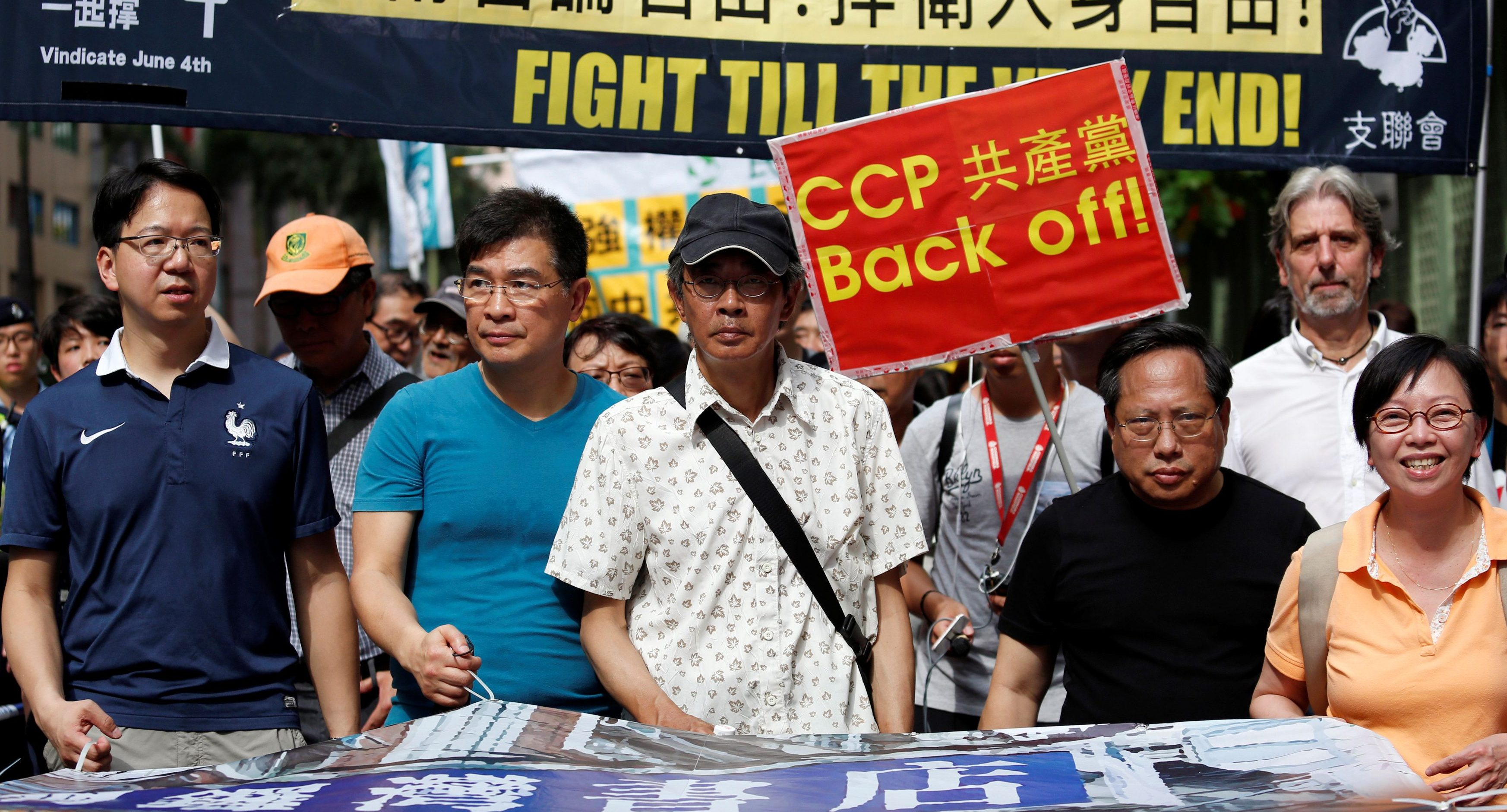 Bookseller Lam Wing-kee (C) takes part in a protest march with pro-democracy lawmakers and supporters in Hong Kong, China June 18, 2016.      REUTERS/Bobby Yip - RTX2GVXG