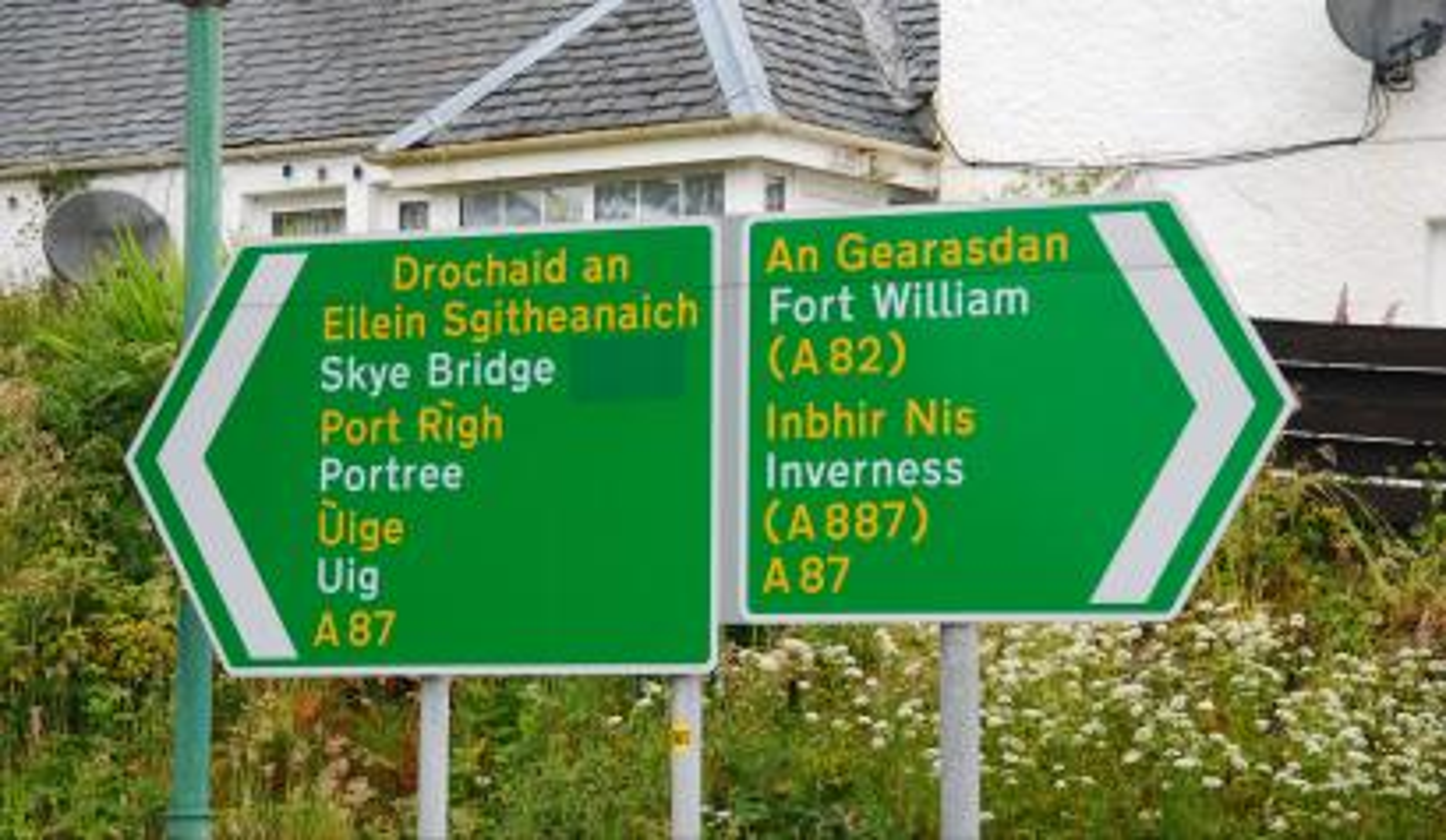 Gaelic/English road sign in Scotland