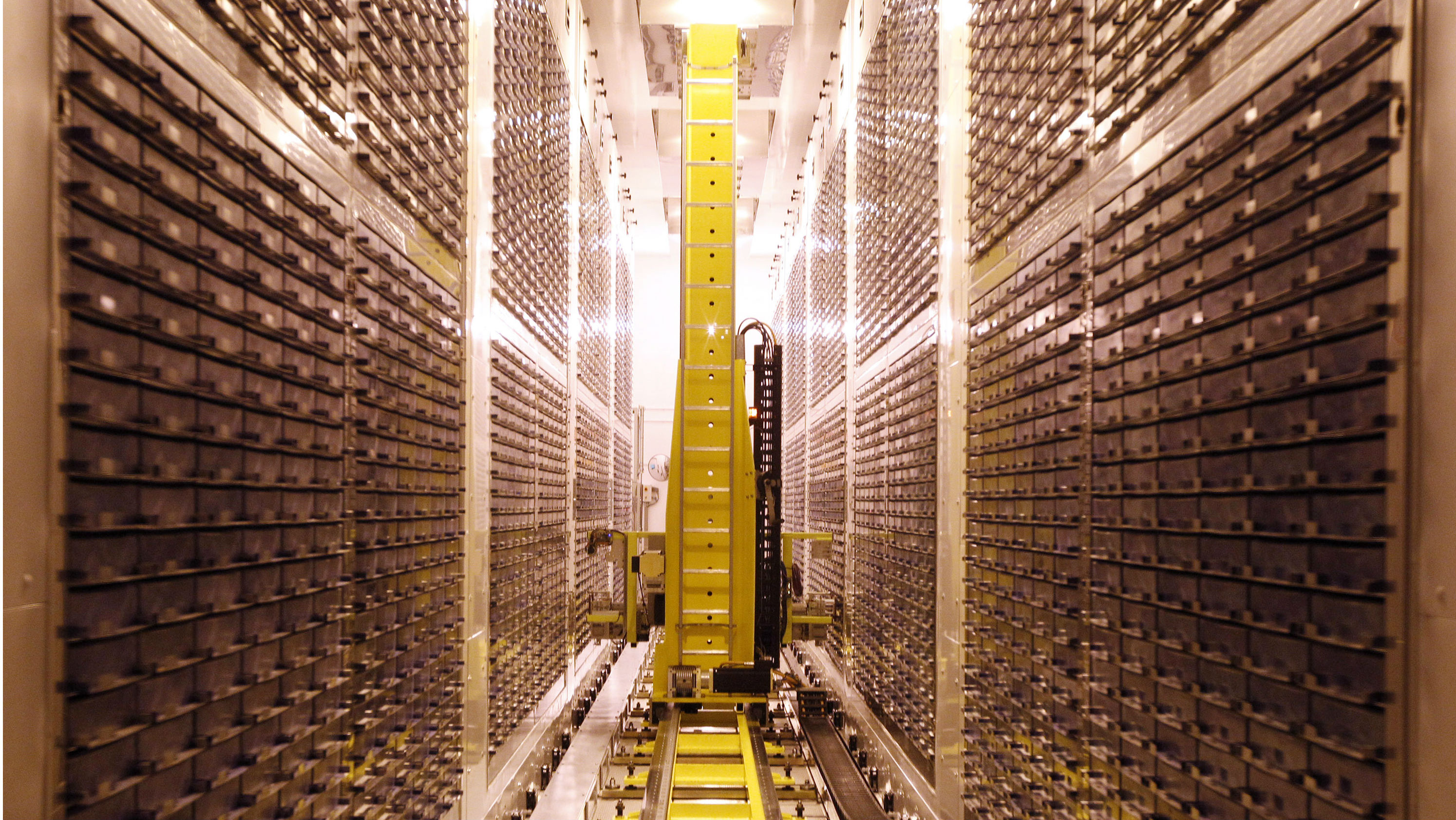 A storage robot deposits samples in the world's largest blood and urine sample freezer at Biobank, near Manchester, northern England, in this March 18, 2010 file picture. Francis Collins, who helped map the human genome, did not get around to having his own genes analyzed until last summer. And he was surprised by what he learned. Collins has a predisposition for type-2 diabetes, something he had never suspected. The lanky, former director of the National Human Genome Research Institute (NHGRI) discovered this through tests offered by Navigenics, 23andMe Picture taken March 18, 2010. To match Special Report SCIENCE/GENOME REUTERS/Phil Noble (BRITAIN - Tags: HEALTH SCI TECH)