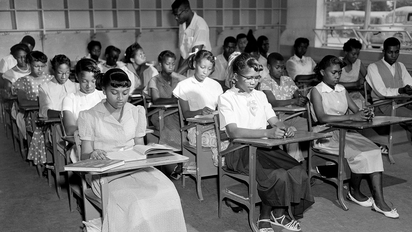A segregated ninth-grade classroom in Summerton, South Carolina in 1954.