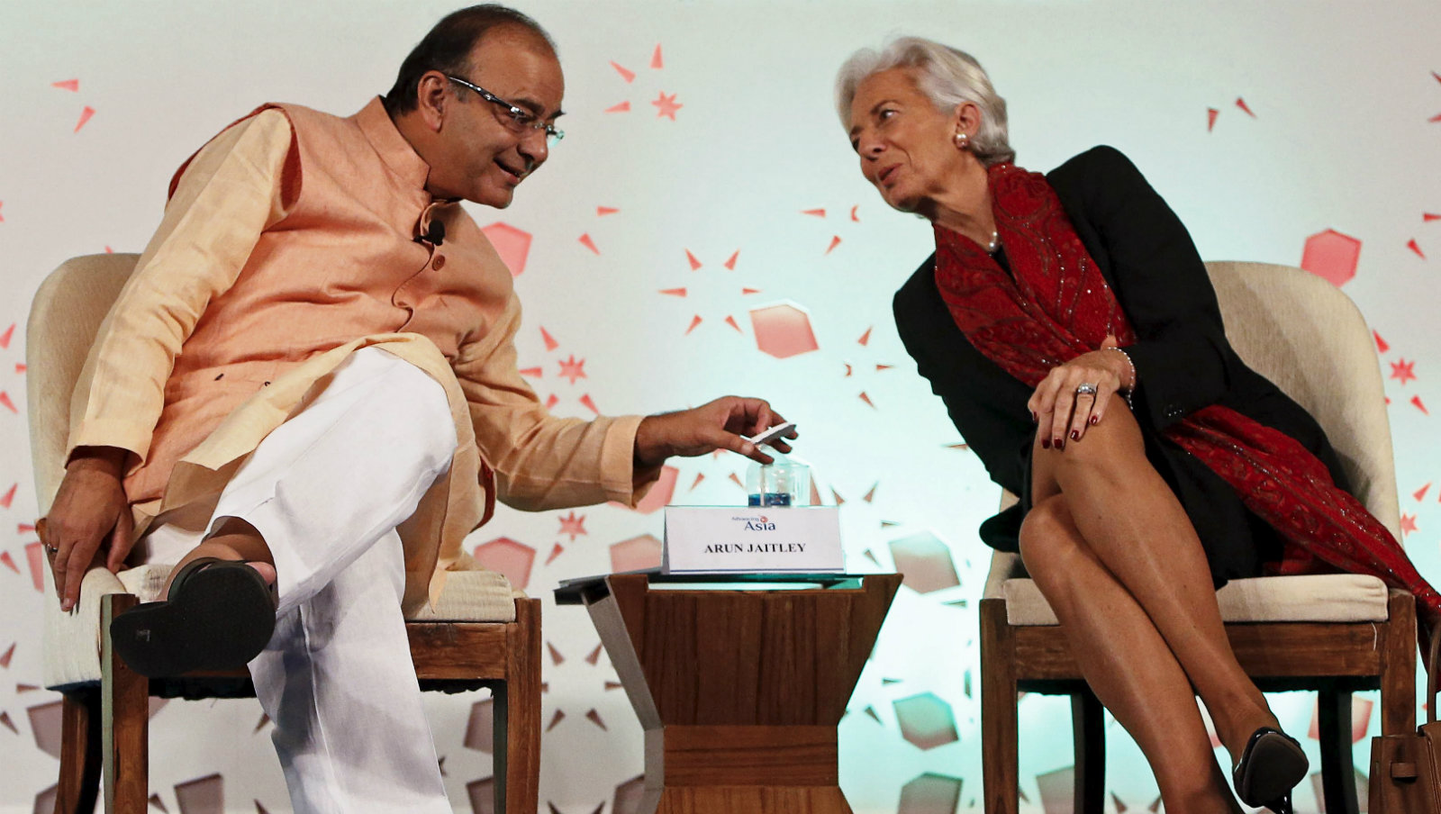 """India's Finance Minister Arun Jaitley speaks with International Monetary Fund (IMF) Managing Director Christine Lagarde after delivering his closing address during the """"Advancing Asia: Investing for the Future"""" conference in New Delhi, India, March 13, 2016."""