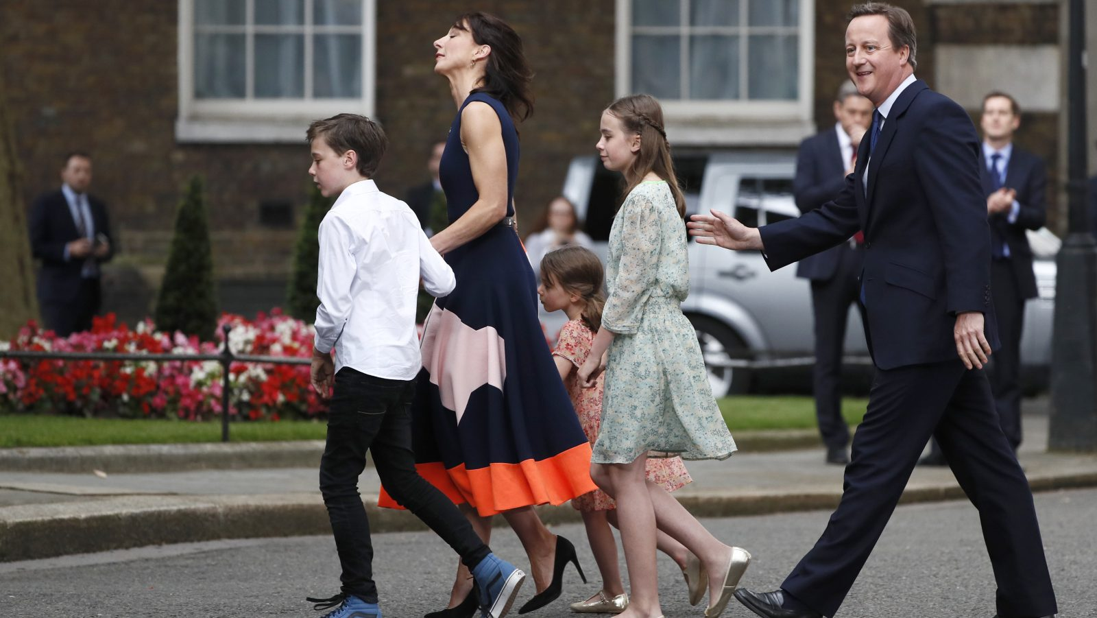 Britain's outgoing Prime Minister, David Cameron, accompanied by his wife Samantha, daughters Nancy and Florence (3rd L) and son Arthur, prepare to pose for photographs in front of number 10 Downing Street, on his last day in office as Prime Minister, in central London, Britain July 13, 2016.   REUTERS/Stefan Wermuth  - RTSHREO