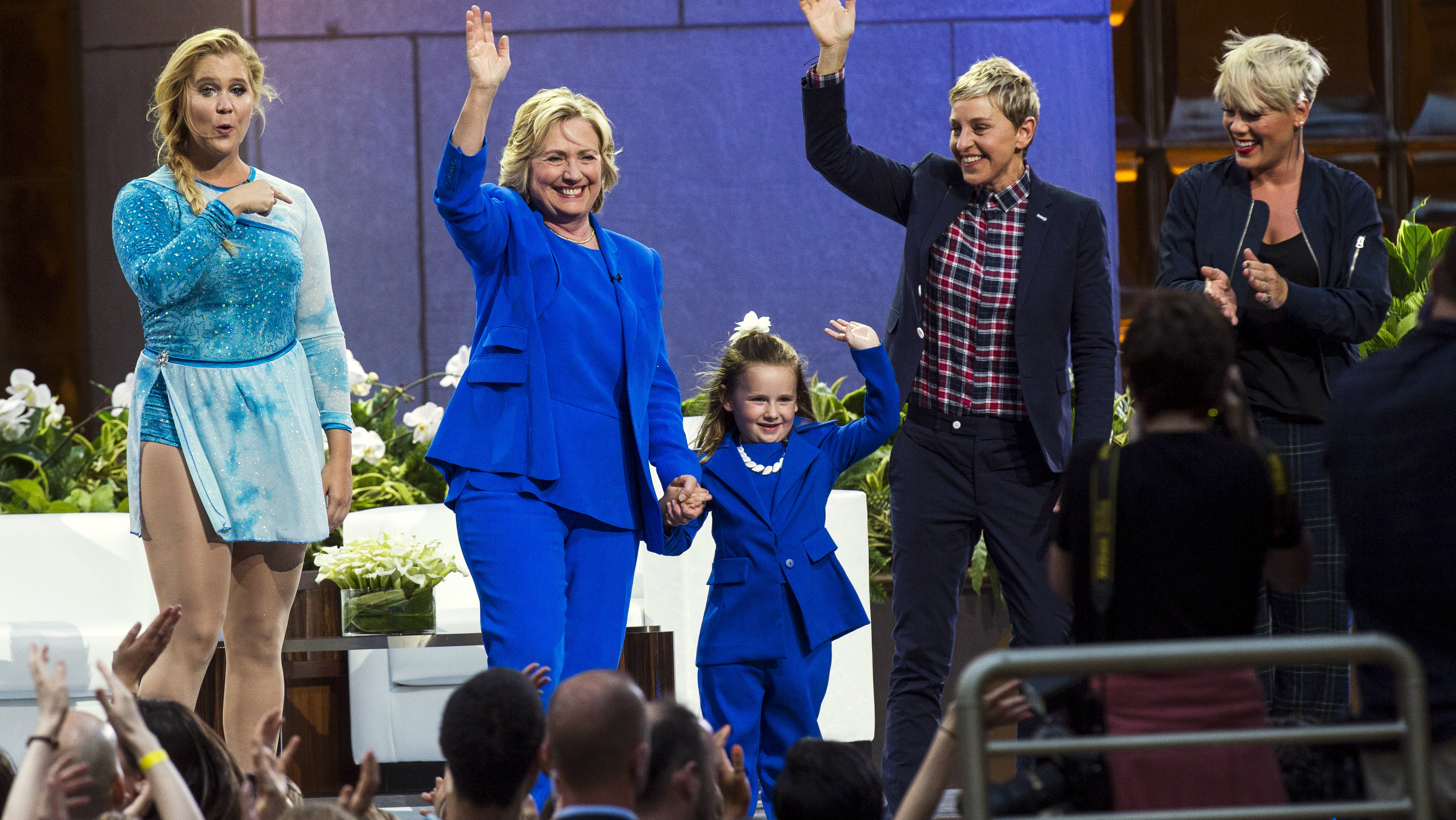 """DATE IMPORTED:September 08, 2015U.S. Democratic presidential candidate Hillary Clinton (2nd L) waves with (L-R) comedian Amy Schumer, 5-year-old presidential expert Macey Hensley, television host Ellen DeGeneres, and singer Pink during a taping of """"The Ellen DeGeneres Show"""" in New York September 8, 2015. REUTERS/Lucas Jackson"""