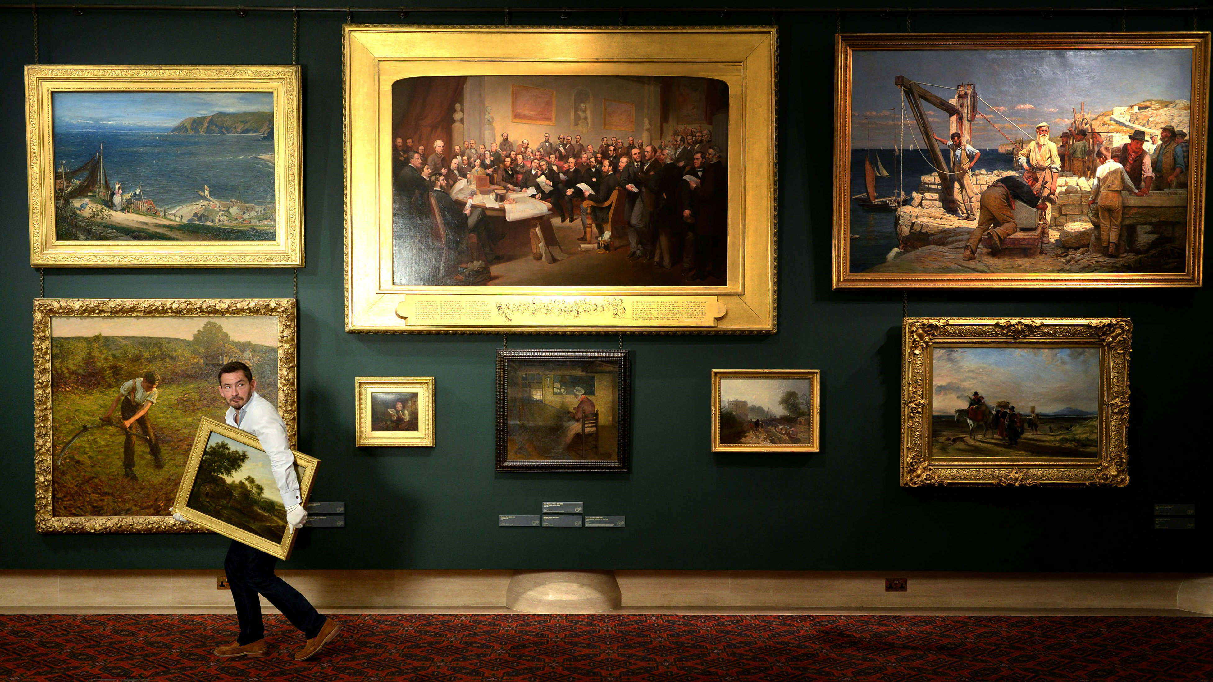 lead_Sky Arts - Fake 07a - Giles Coren at Guildhall Art Gallery © PA - Doug Peters