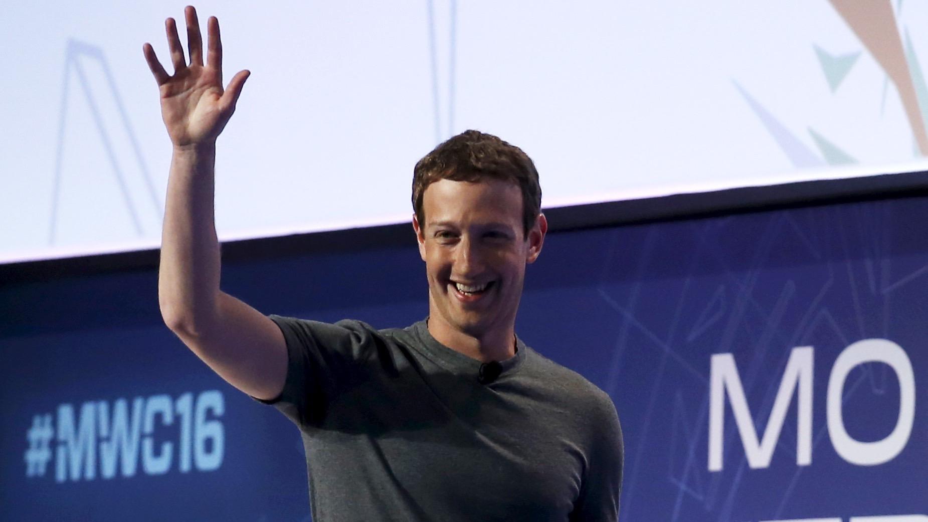 Mark Zuckerberg, founder of Facebook, arrives for a keynote speech during the Mobile World Congress in Barcelona, Spain February 22, 2016. REUTERS/Albert Gea - RTX282J1