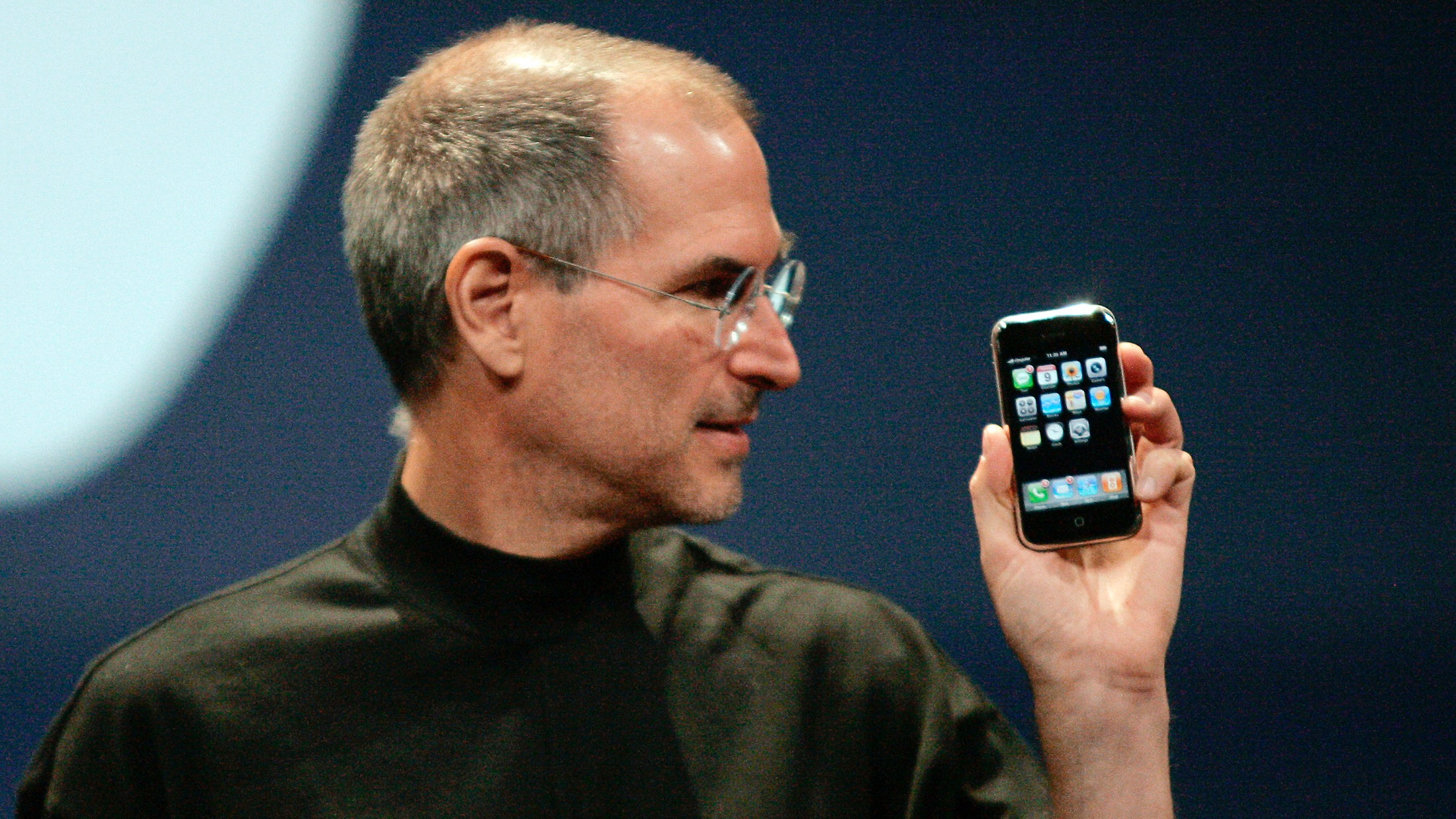 Apple Computer Inc. Chief Executive Officer Steve Jobs holds the new iPhone in San Francisco, California January 9, 2007. Apple unveiled an eagerly-anticipated iPod mobile phone with a touch-screen on Tuesday, priced at $599 for 8 gigabytes of memory, pushing the company's shares up as much as 8.5 percent. Jobs said the iPhone, which also will be available in a 4-gigabyte model for $499, will ship in June in the United States. The phones will be available in Europe in the fourth quarter and in Asia in 2008.  REUTERS/Kimberly White (UNITED STATES) FOR BEST QUALITY IMAGE SEE: GM1E7AE0B8F01 - RTR1L0YV