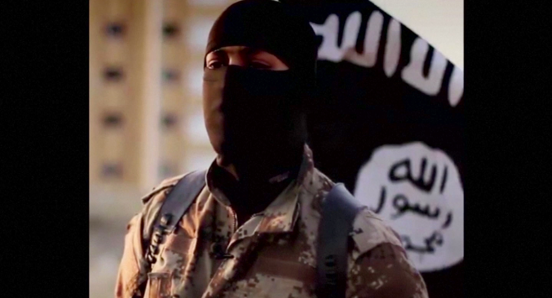 A masked man speaking in what is believed to be a North American accent in a video that Islamic State militants released in September 2014 is pictured in this still frame from video obtained by Reuters October 7, 2014. The FBI said October 7, 2014 it was seeking information on the man's identity, and issued an appeal for help in identifying individuals heading overseas to join militants in combat.  REUTERS/FBI/Handout via Reuters  (UNITED STATES - Tags: POLITICS RELIGION CONFLICT) THIS IMAGE HAS BEEN SUPPLIED BY A THIRD PARTY. IT IS DISTRIBUTED, EXACTLY AS RECEIVED BY REUTERS, AS A SERVICE TO CLIENTS. FOR EDITORIAL USE ONLY. NOT FOR SALE FOR MARKETING OR ADVERTISING CAMPAIGNS - RTR49BED