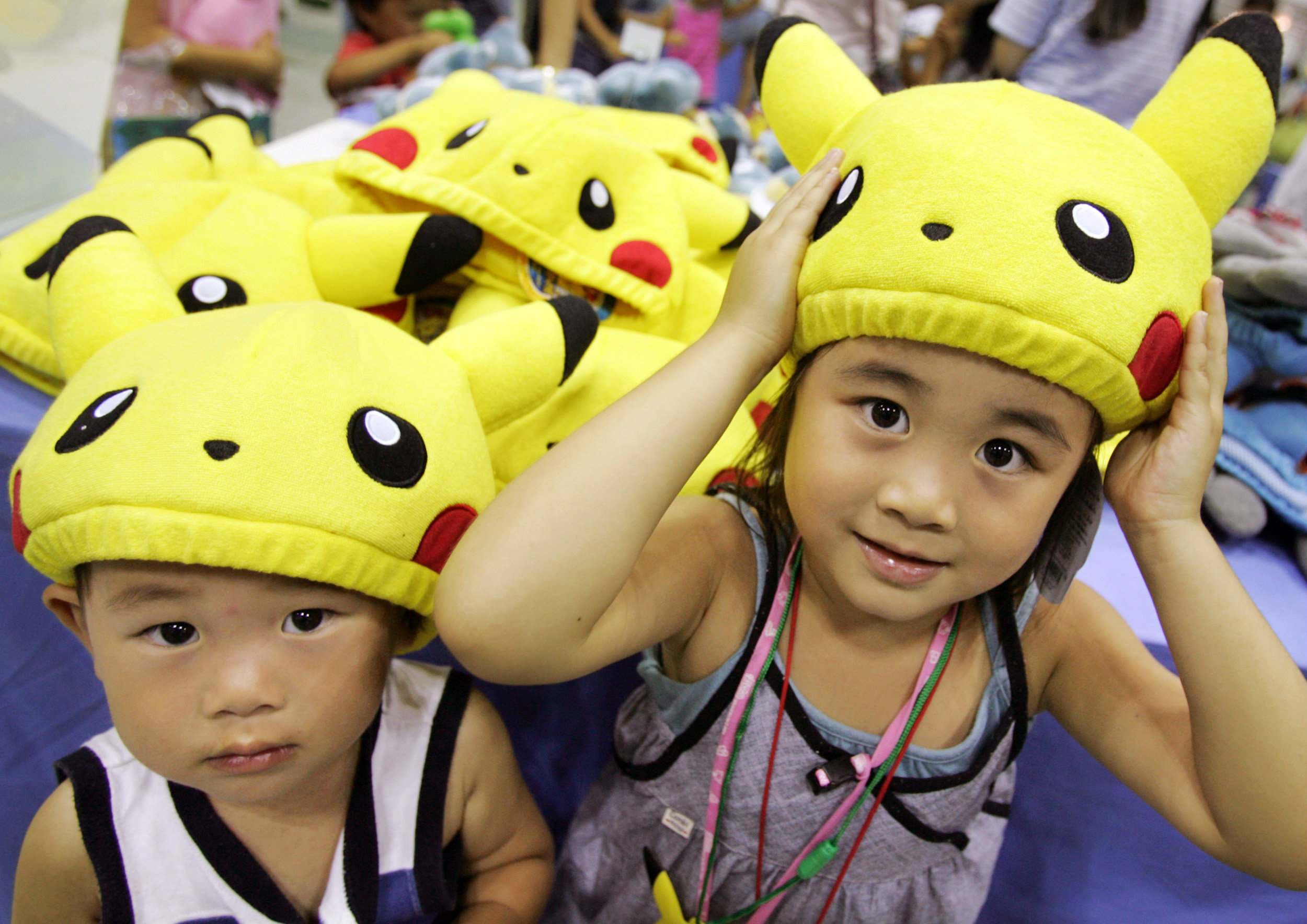 HEADLINE:Ami Kobayashi and her younger brother Akio put on Pokemon caps during Pokemon Festa 2005 in Yokohama,...