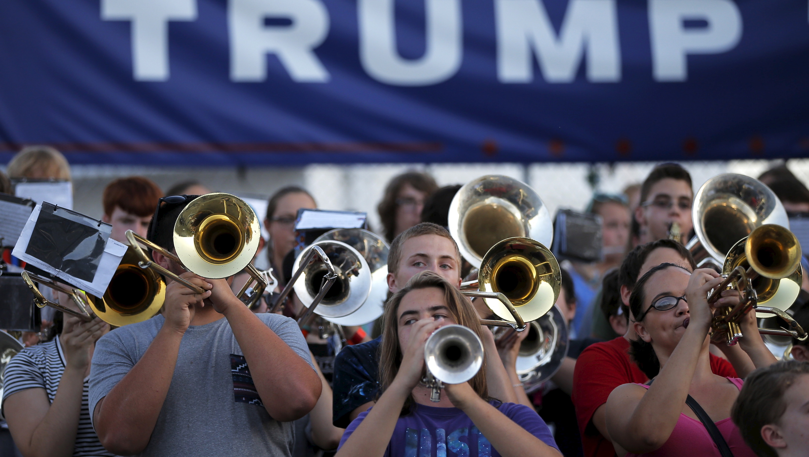 Members of the Spaulding High School marching band play before a campaign town hall meeting with U.S. Republican presidential candidate Donald Trump in Rochester, New Hampshire September 17, 2015.     REUTERS/Brian Snyder - RTS1NH3