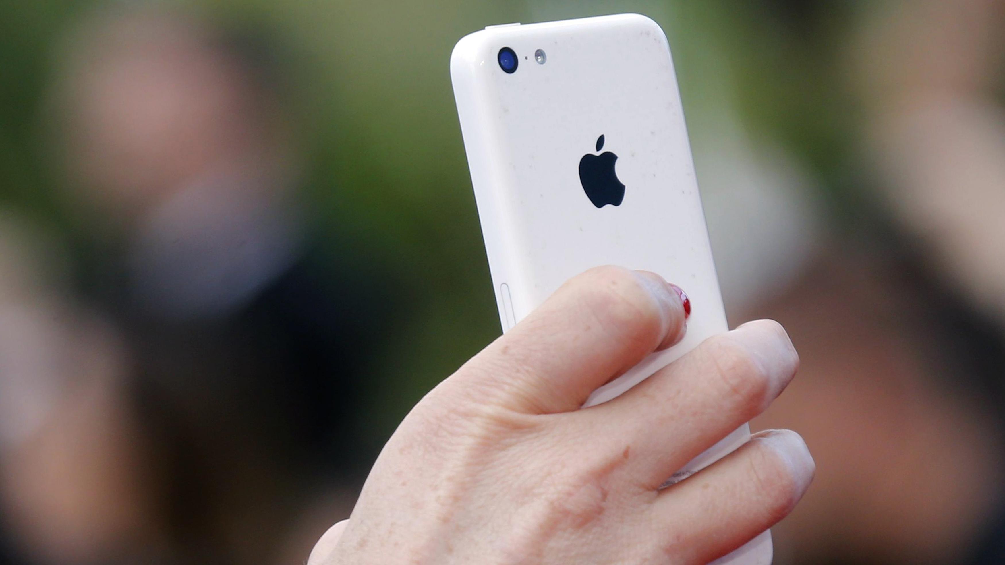 Apple (APPL) iPhone sales: Sliding profits mean Apple should