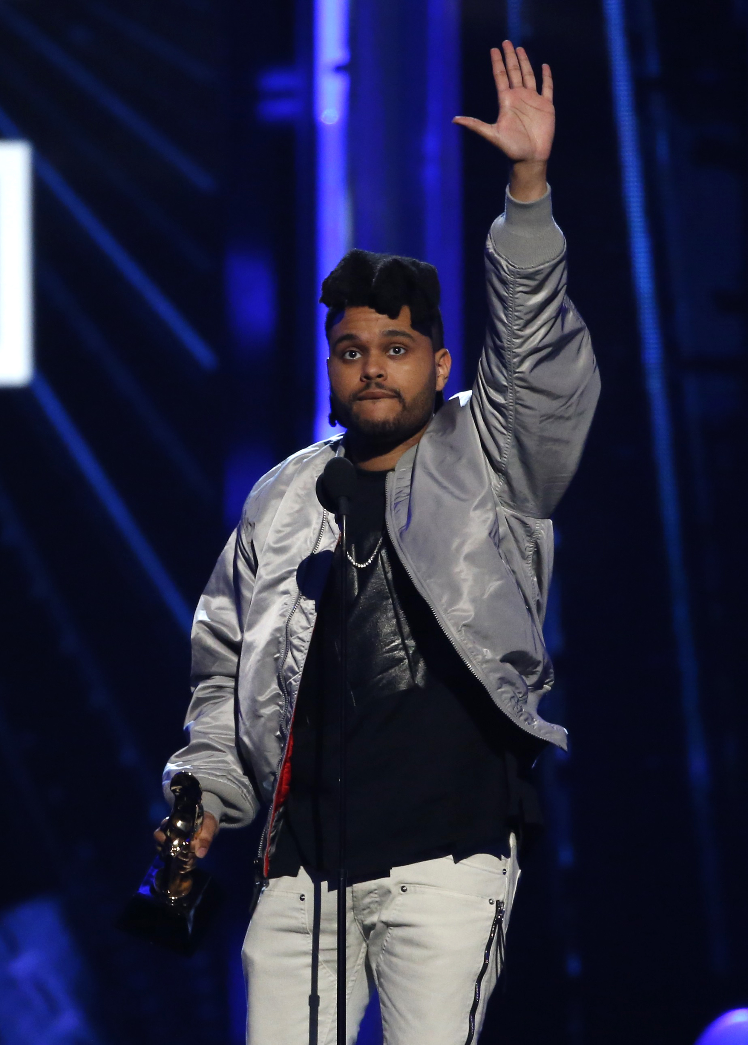 "The Weeknd accepts the award for Top R&B Song for ""The Hills"" at the 2016 Billboard Awards in Las Vegas, Nevada, U.S., May 22, 2016. REUTERS/Mario Anzuoni - RTSFGBN"