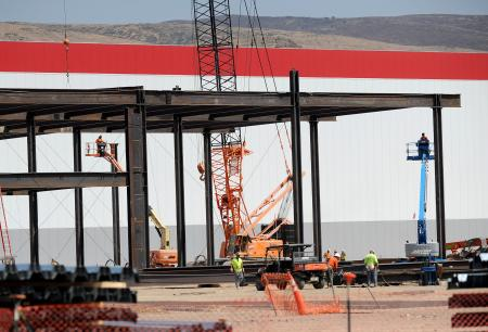 Workers continue construction work at the Tesla Gigafactory under construction near Sparks, Nevada, U.S. July 26, 2016. REUTERS/James Glover II - RTSJT88
