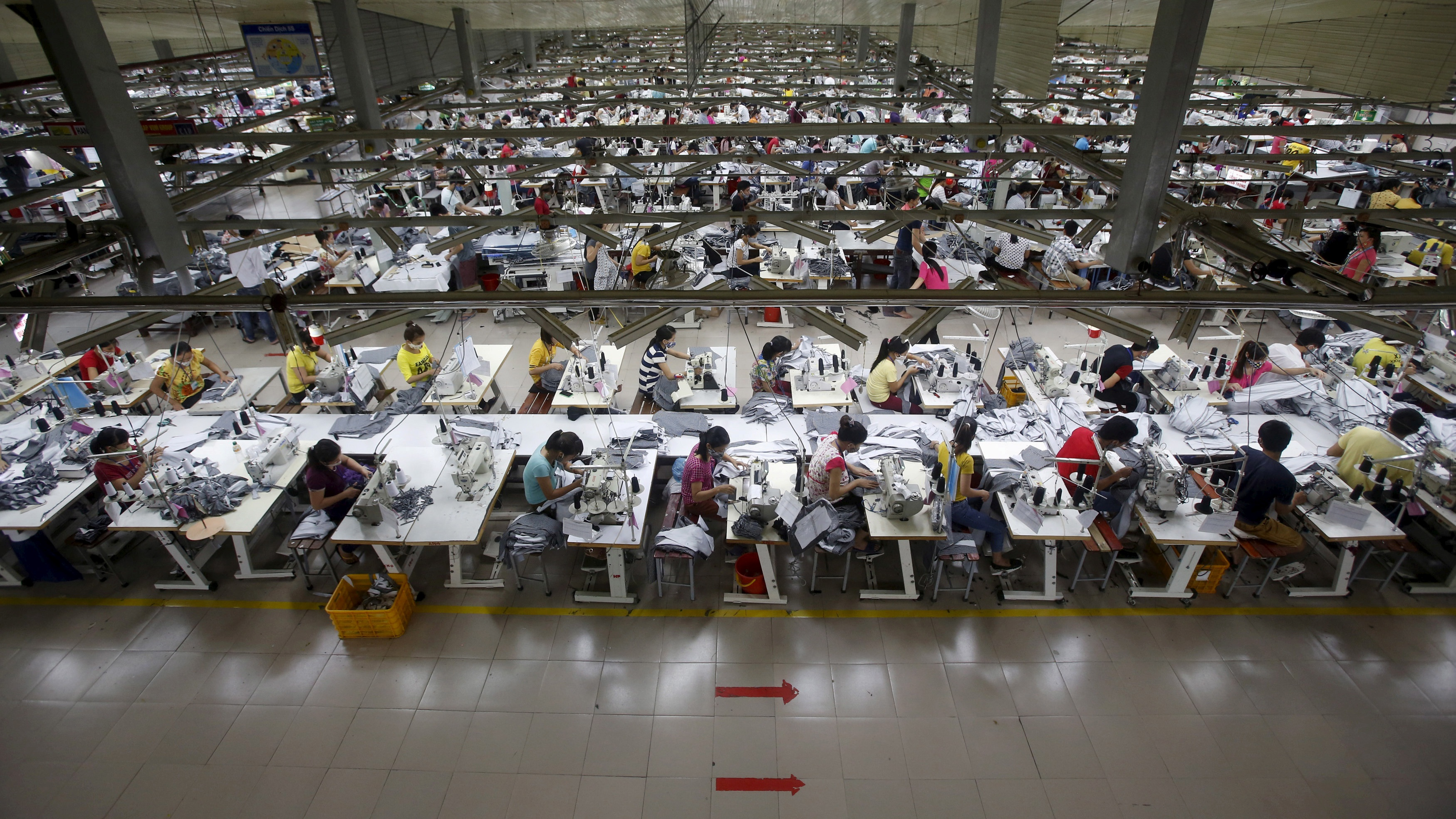 Labourers work at a garment factory in Bac Giang province, near Hanoi October 21, 2015. REUTERS/Kham/File Photo