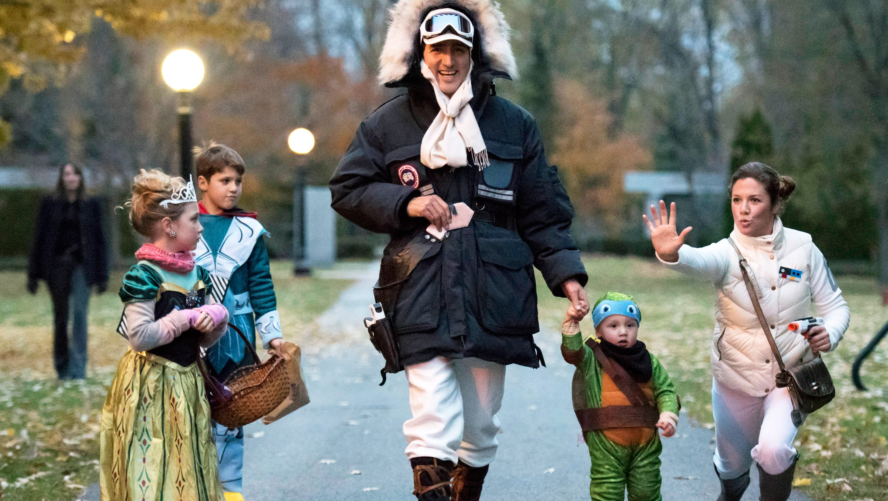 Prime Minister-designate Justin Trudeau, dressed as Han Solo, walks with his children Hadrien, (2nd R), Ella-Grace and Xavier, as his wife Sophie Gregoire jokes with onlookers as the family prepares to go trick-or-treating on Halloween in Ottawa, Ontario, Canada October 31, 2015. REUTERS/Justin Tang/Pool/File Photo - RTX2GMRS