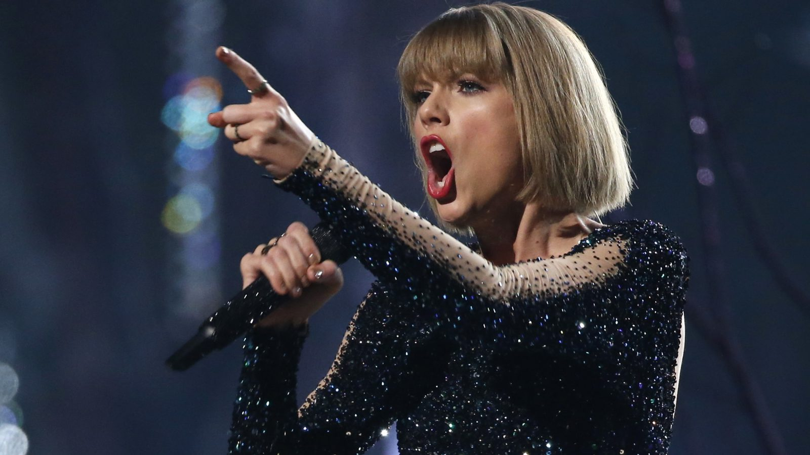 """Taylor Swift performs """"Out of the Woods"""" at the 58th Grammy Awards in Los Angeles, California February 15, 2016.  REUTERS/Mario Anzuoni - RTX273CH"""