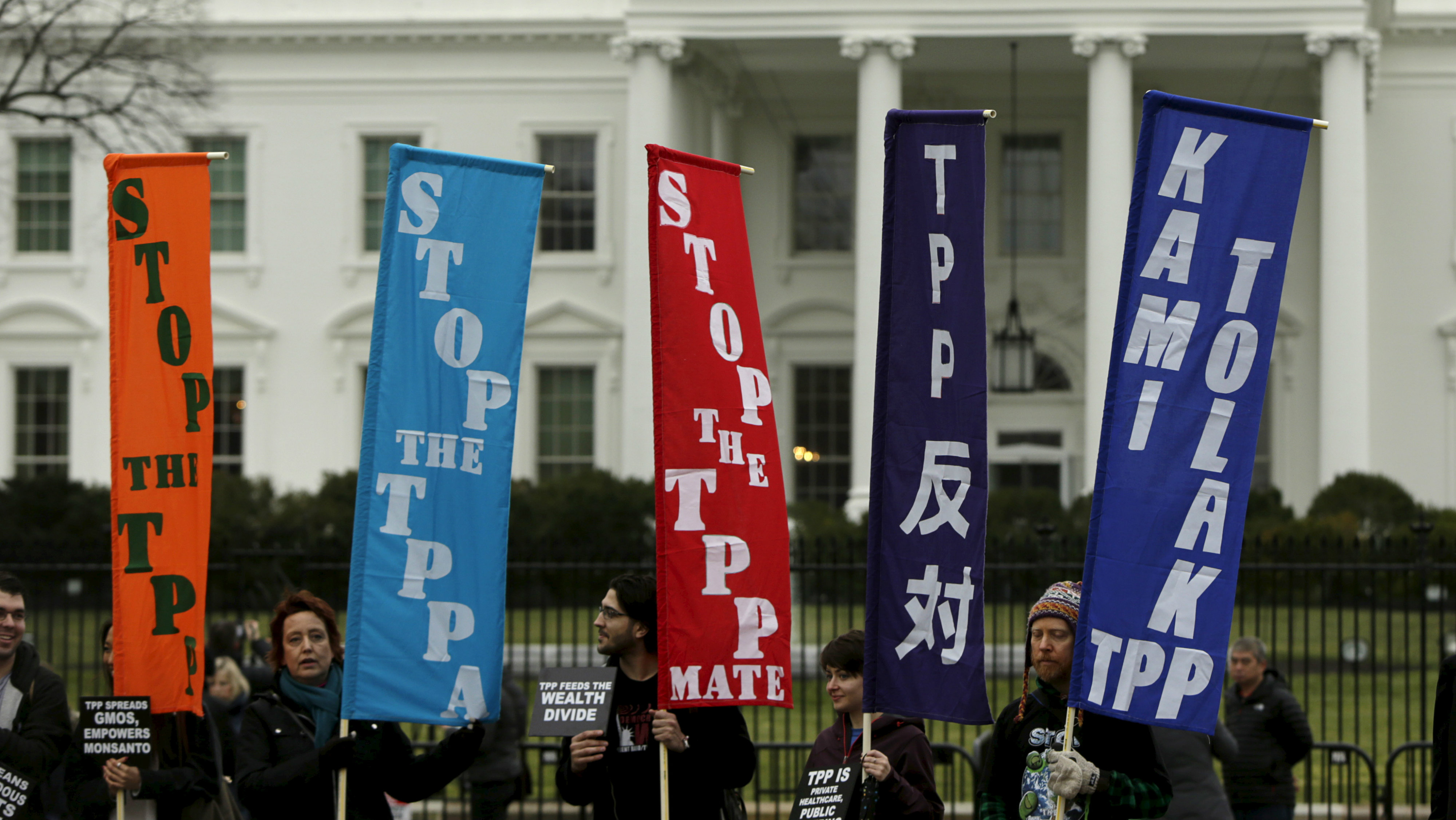 Opponents of the Trans Pacific Partnership (TPP) trade agreement protest outside of the White House in Washington February 3, 2016. REUTERS/Gary Cameron