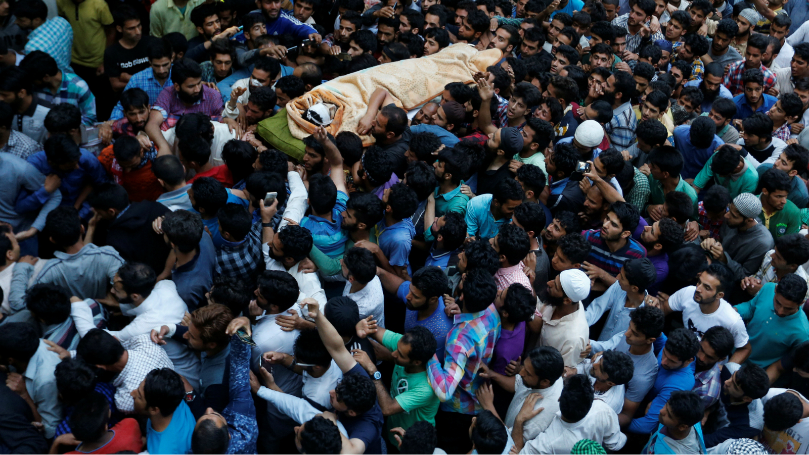 Kashmiri Muslims carry the body of Burhan Wani, a separatist militant leader, during his funeral in Tral, south of Srinagar, July 9, 2016.