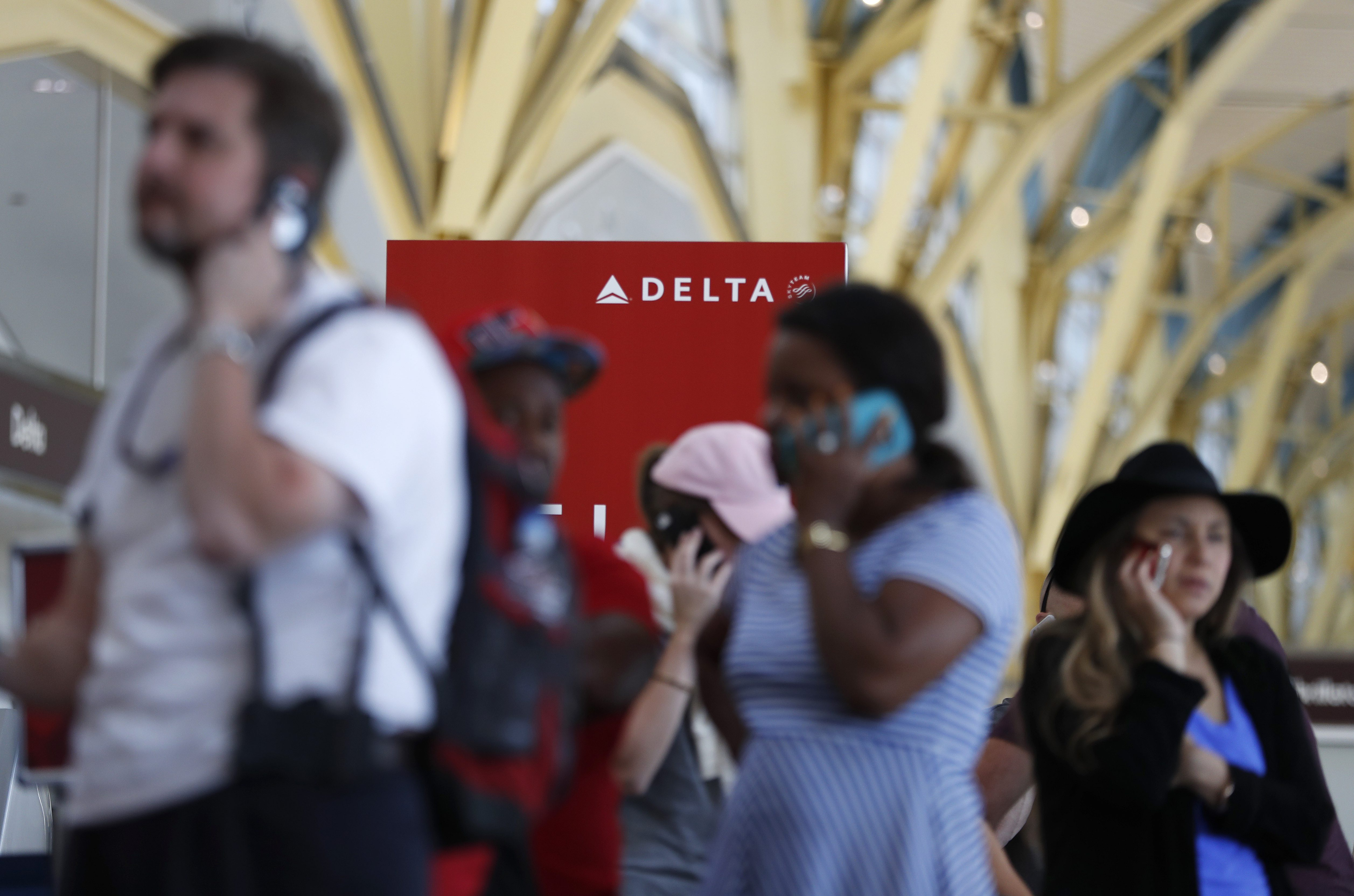 Delta passengers stranded by outage.