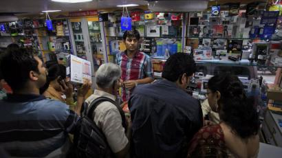 Indian shoppers are crazy for discounts.