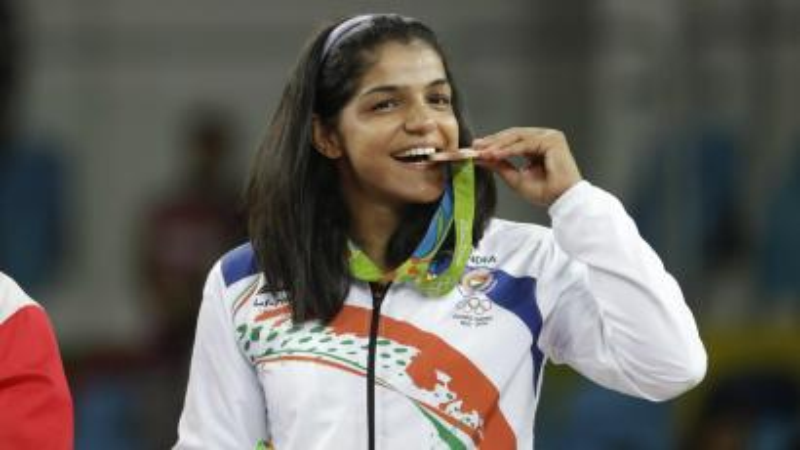 India's Sakshi Malik poses with her bronze medal.